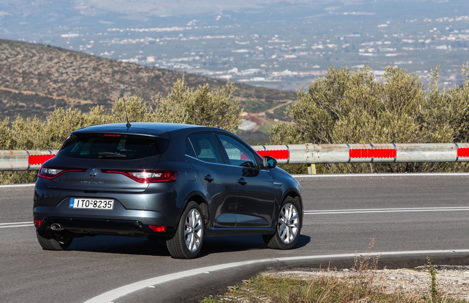 First_Drive_Renault_Megane_86