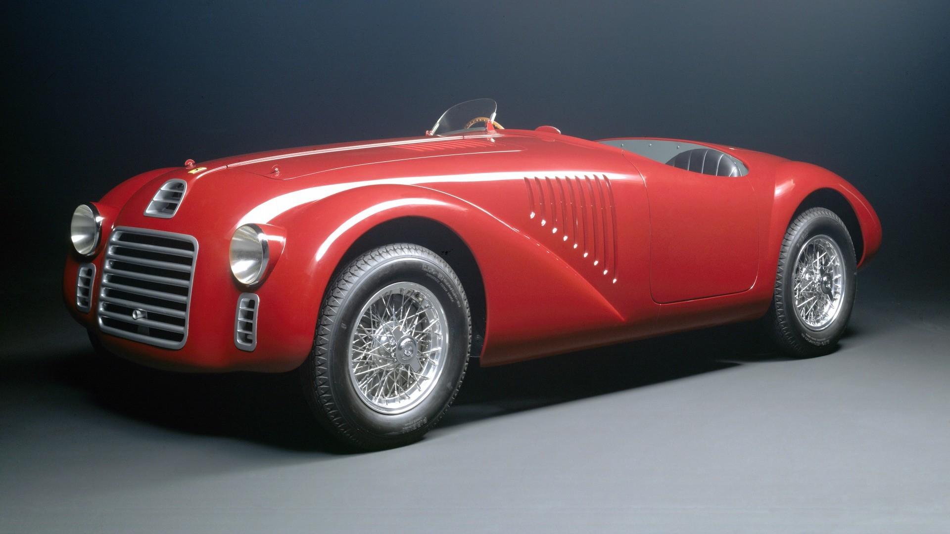 - 125 S, la prima vettura costruita dalla Ferrari nel 1947.- Nella foto la vettura replica realizzata nel 1987 dalla carrozzeria Dino Cognolato di Vigonza, Padova.