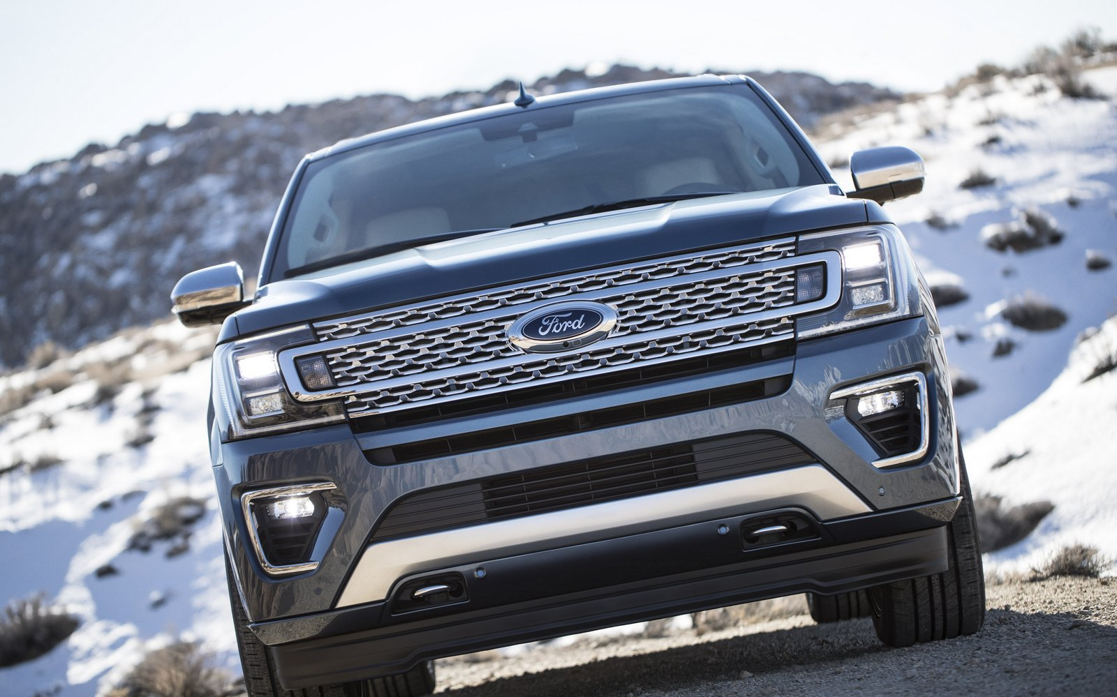 Available LED headlamps integrated in the grille give the all-new Ford Expedition a powerful, yet sophisticated persona.
