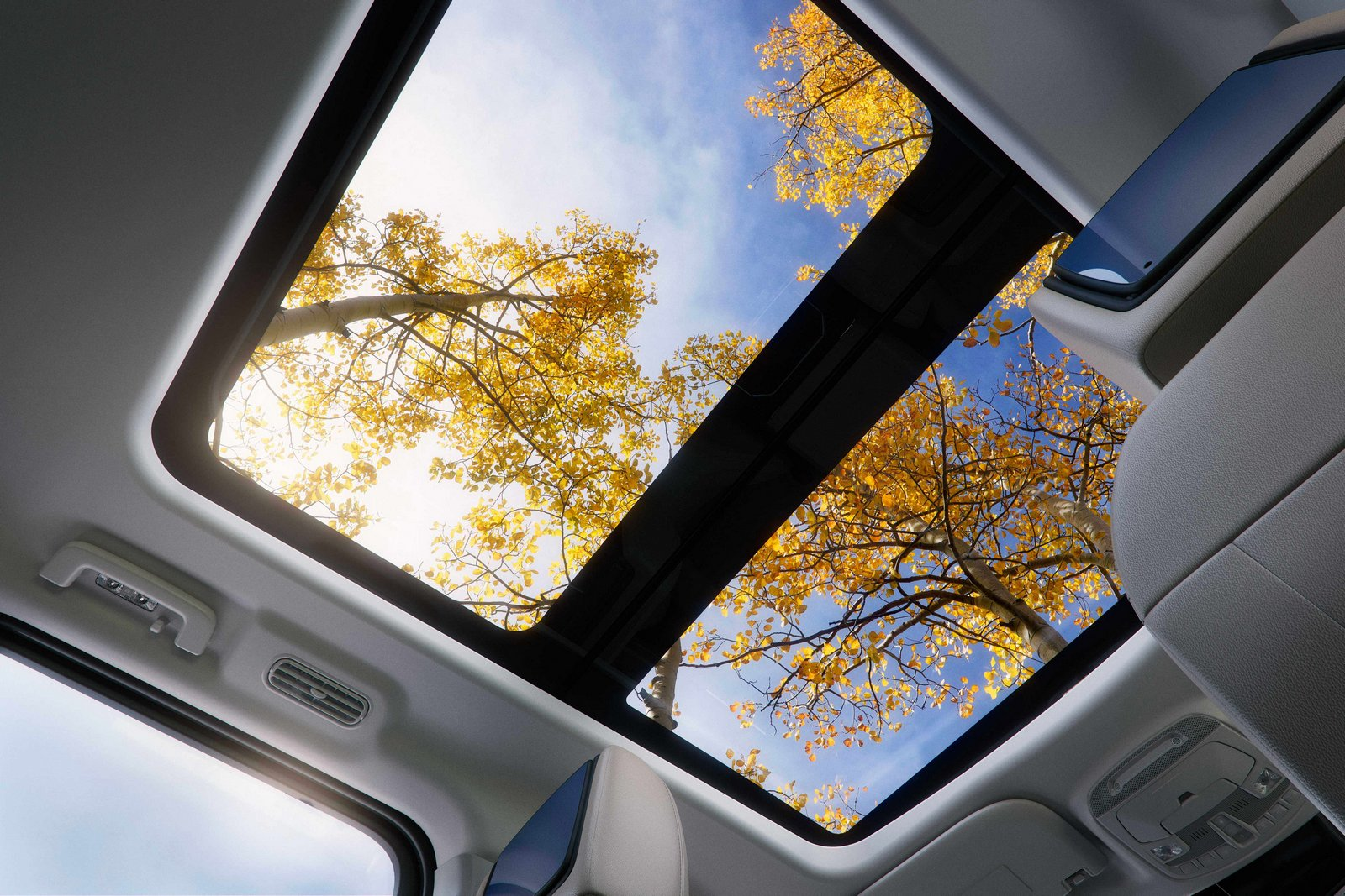 The all-new Ford Expedition's available Panoramic Vista Roof® spans two rows, a feature not offered by any competitor.