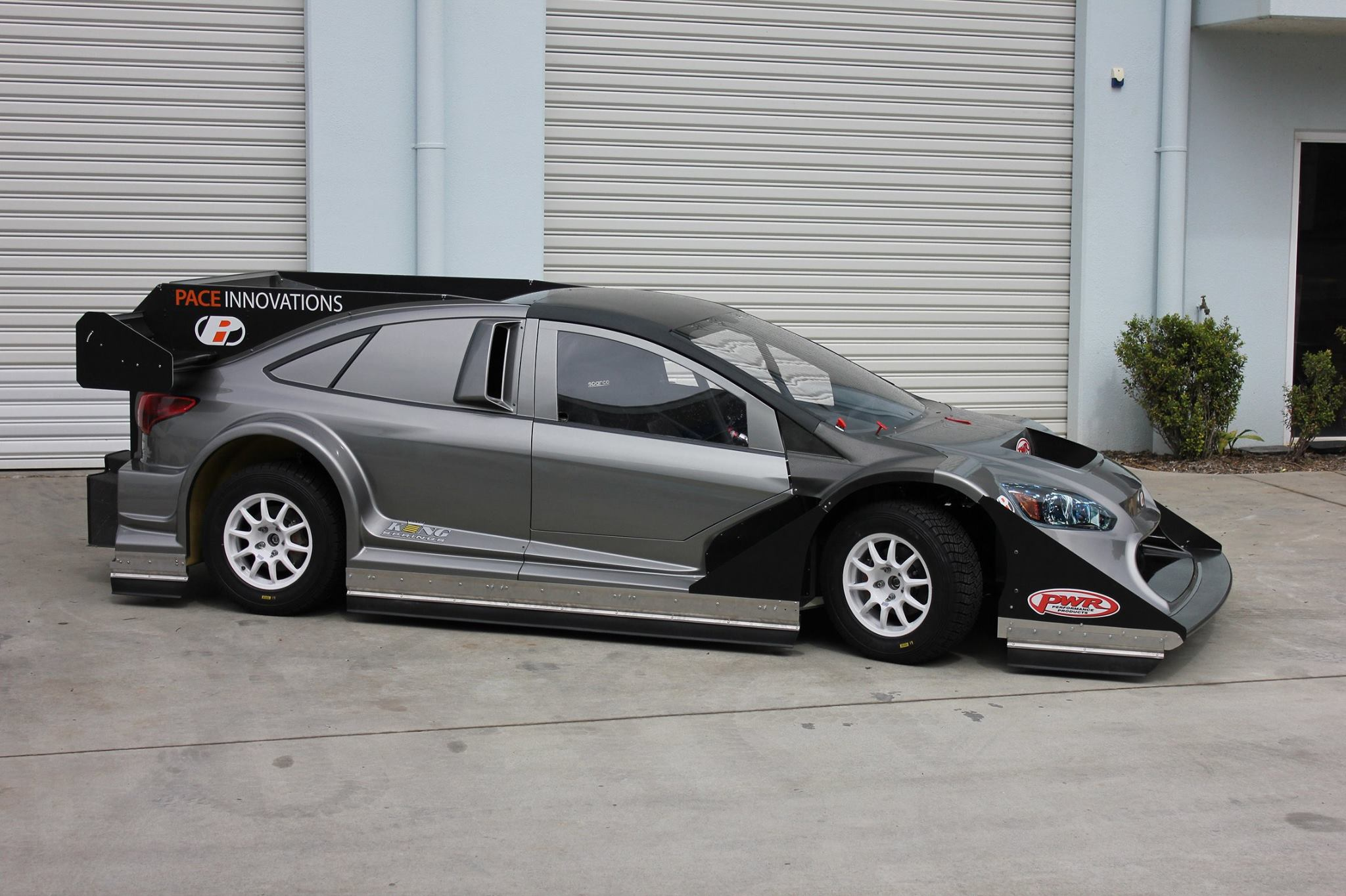 Ford-Focus-With-GT-R-Engine-2
