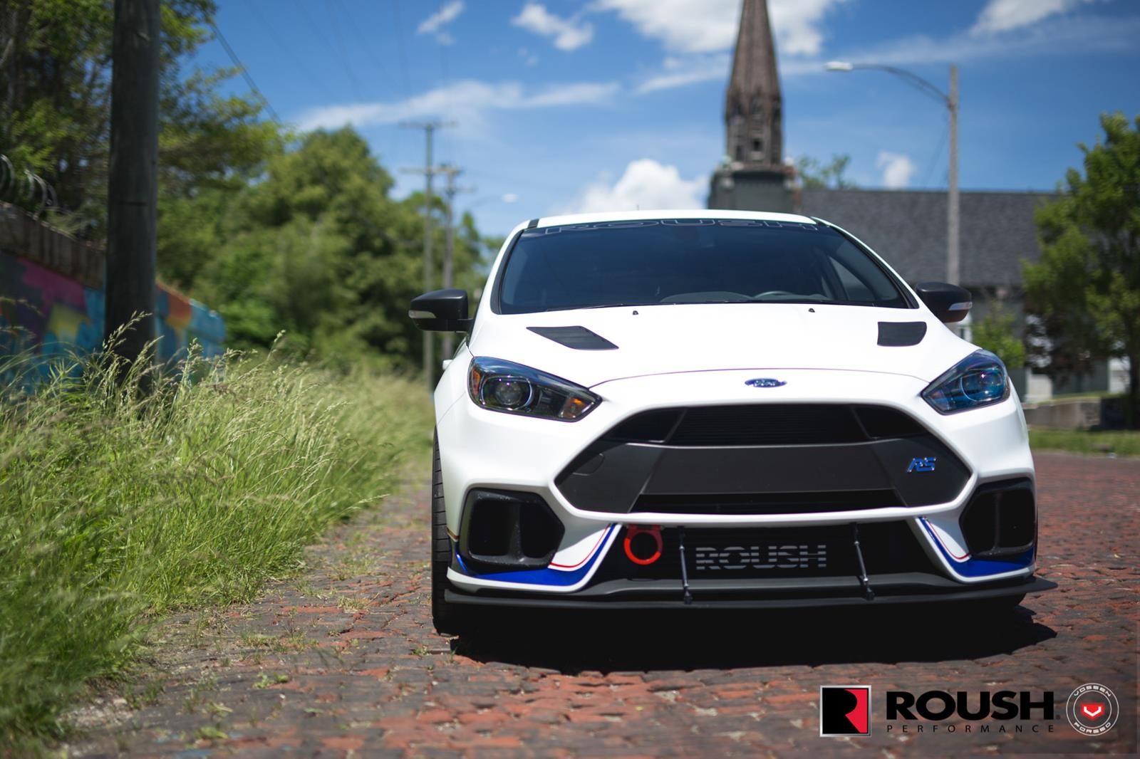 Ford_Focus_RS_by_Roush_Vossen_Wheels_01