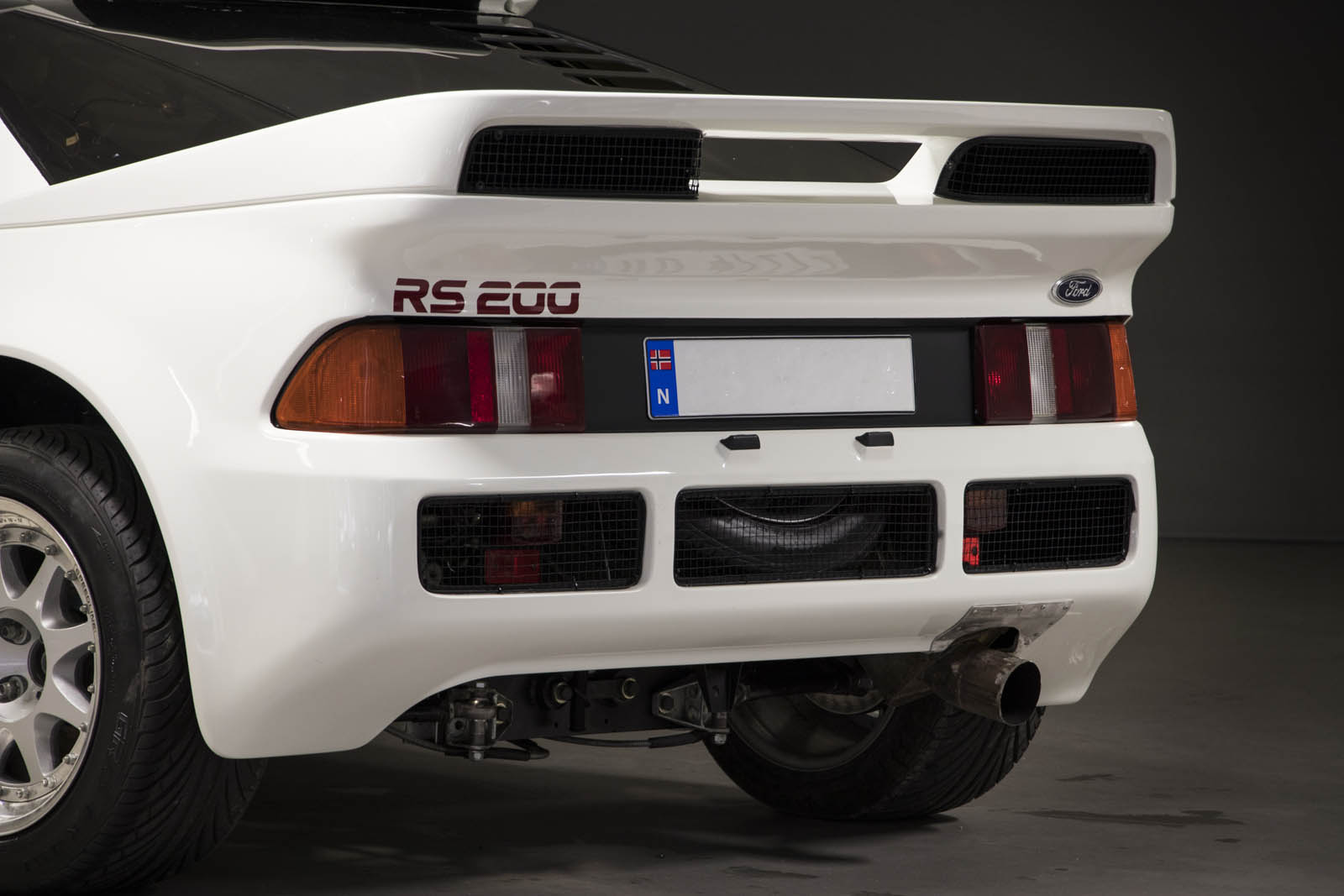 1986-ford-rs200-evolution-01