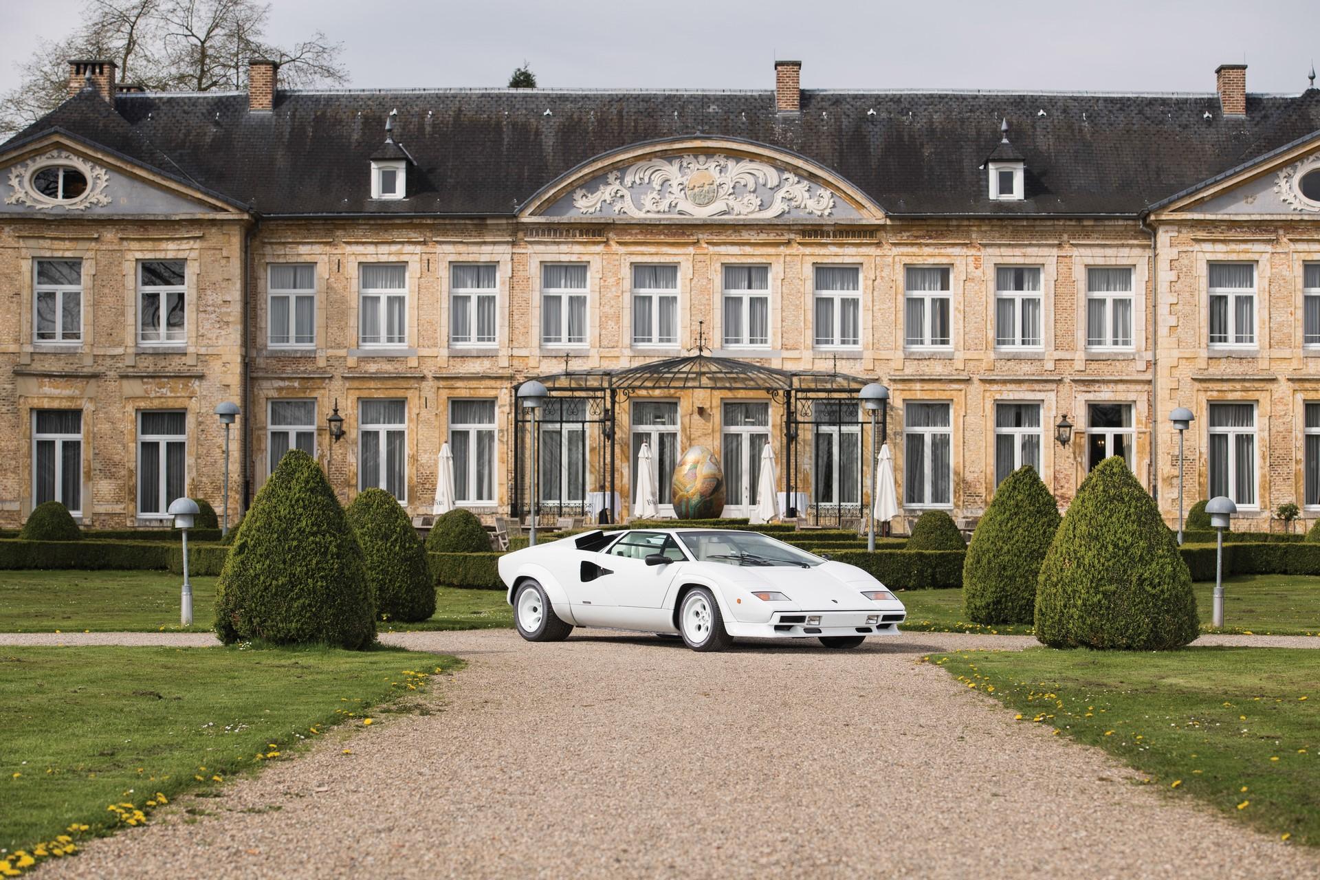 Gold Lamborghini Countach 5000 QV (1)