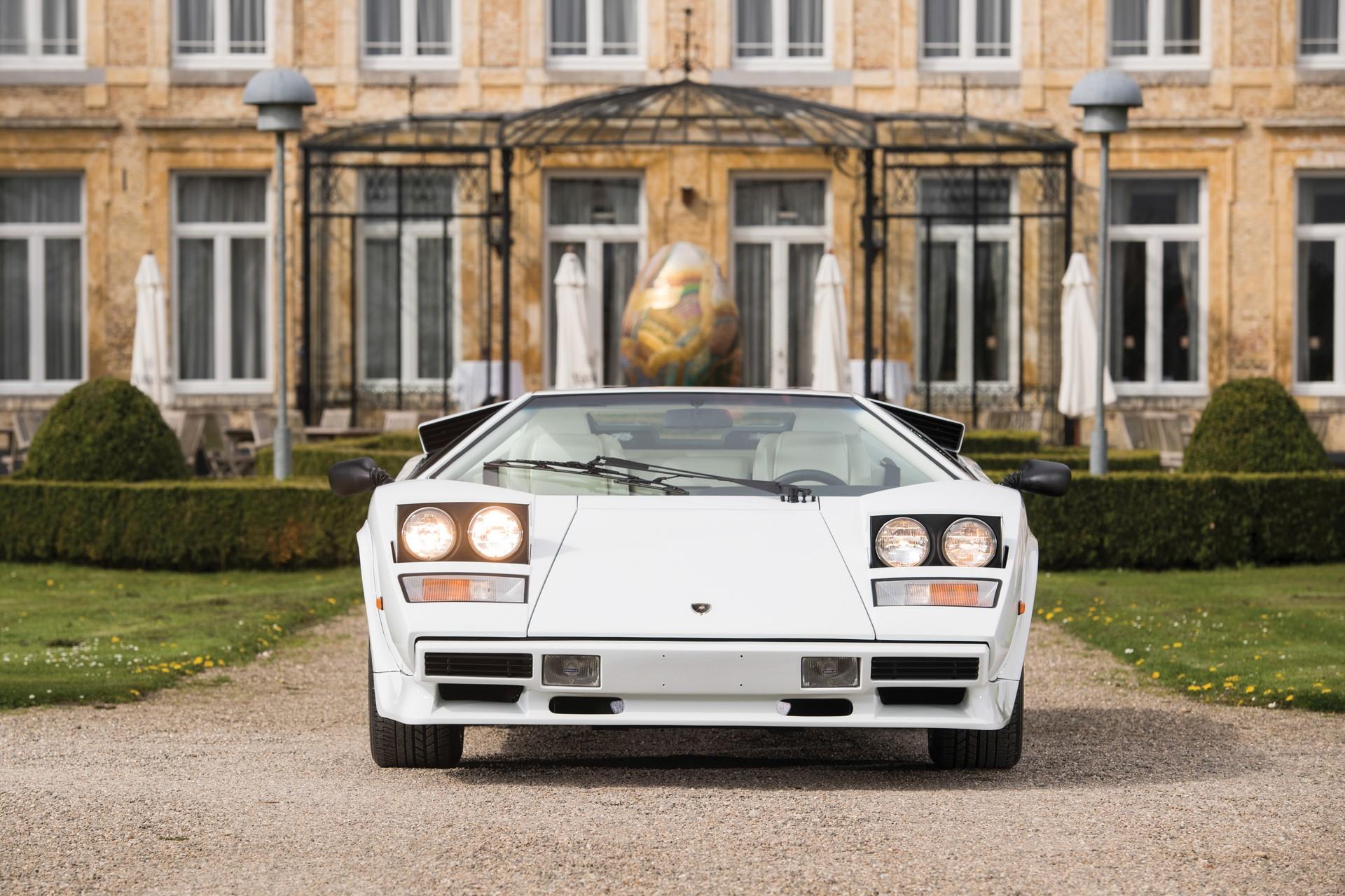 Gold Lamborghini Countach 5000 QV (10)