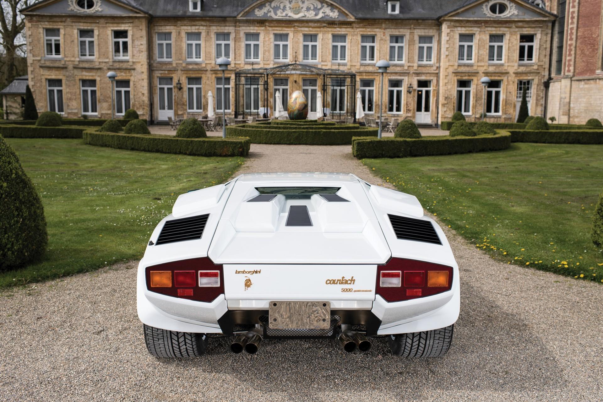 Gold Lamborghini Countach 5000 QV (11)