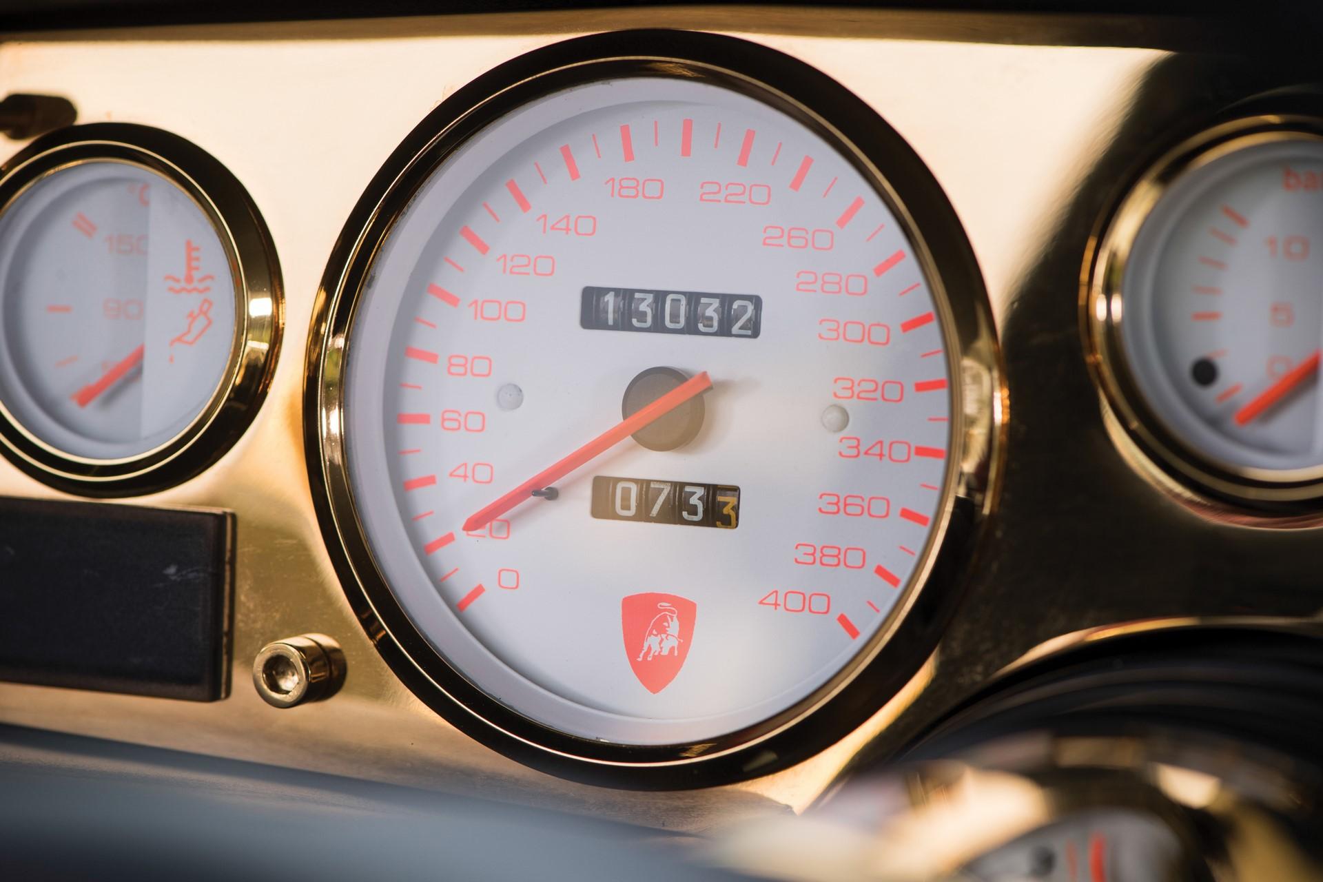 Gold Lamborghini Countach 5000 QV (13)