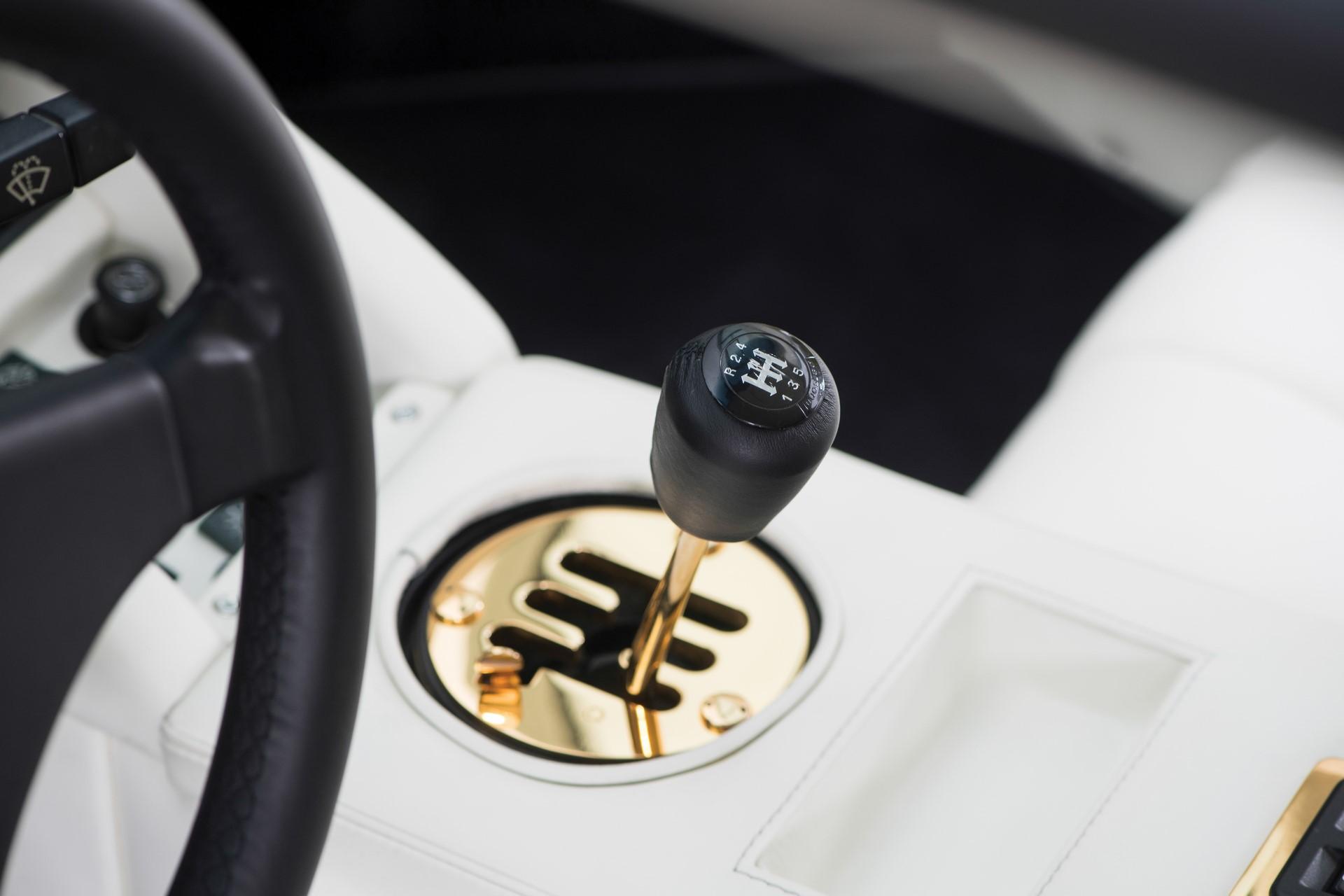 Gold Lamborghini Countach 5000 QV (14)