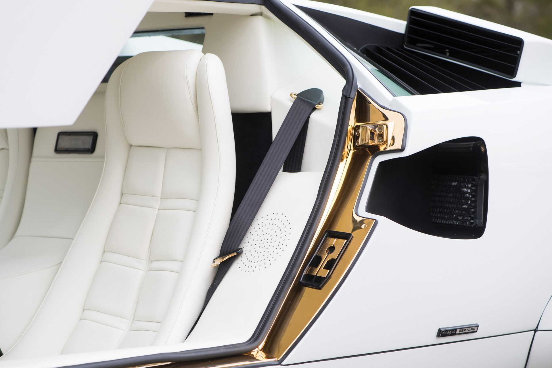 Gold Lamborghini Countach 5000 QV (18)