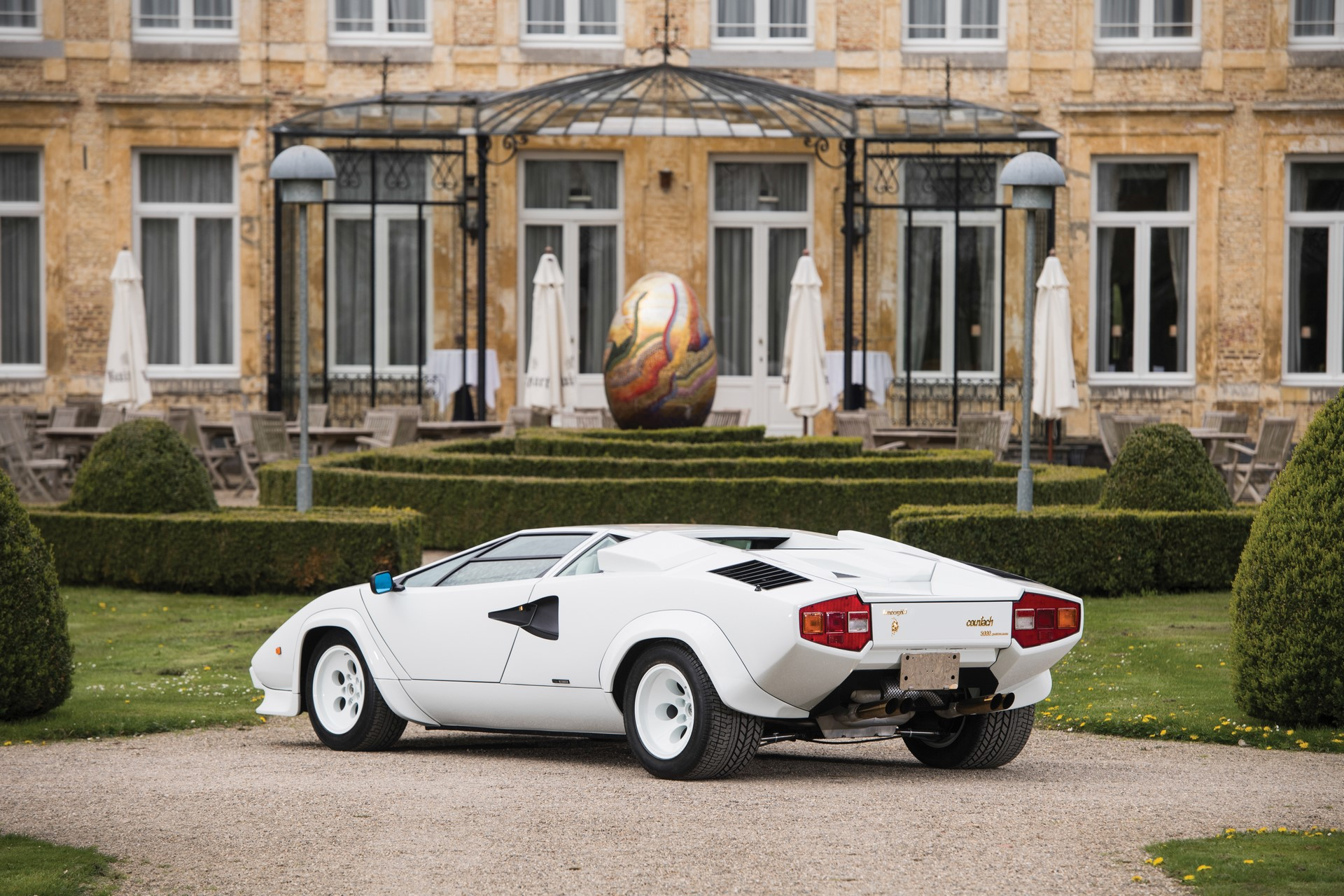 Gold Lamborghini Countach 5000 QV (2)