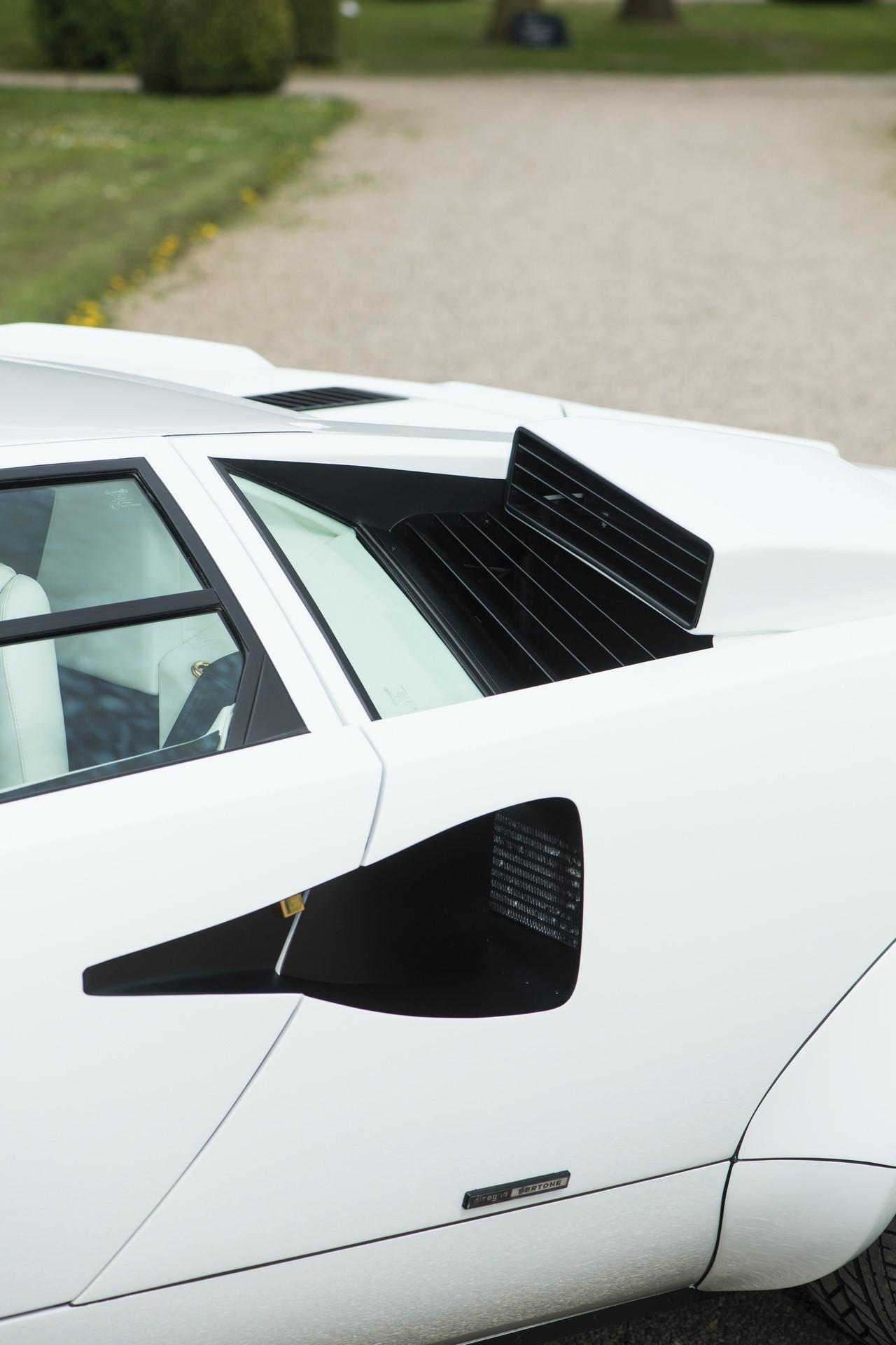 Gold Lamborghini Countach 5000 QV (20)