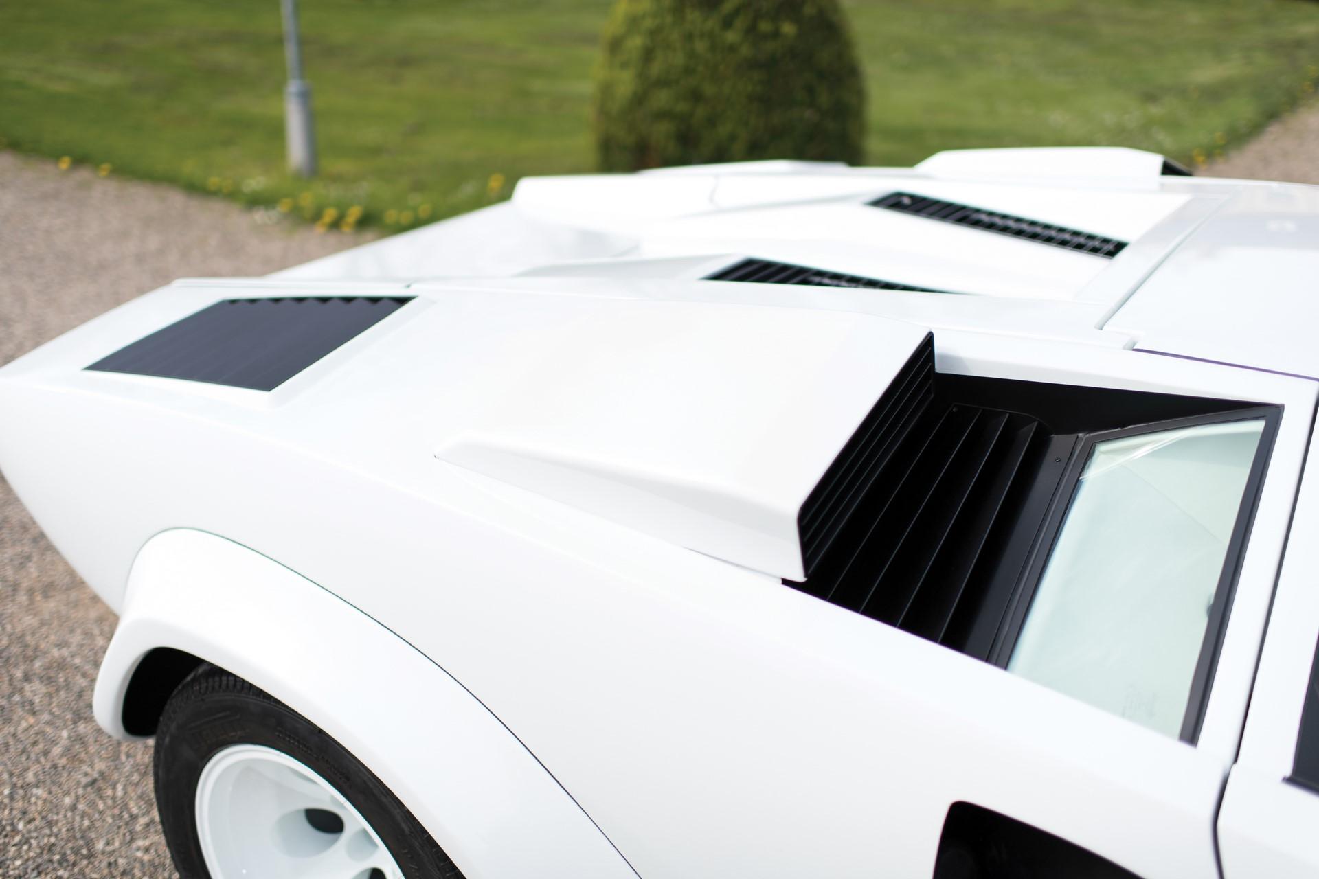 Gold Lamborghini Countach 5000 QV (21)