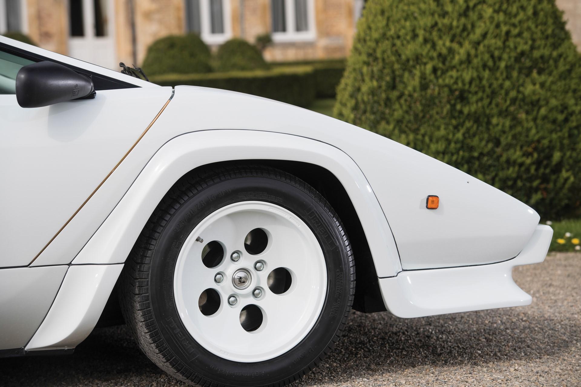 Gold Lamborghini Countach 5000 QV (24)