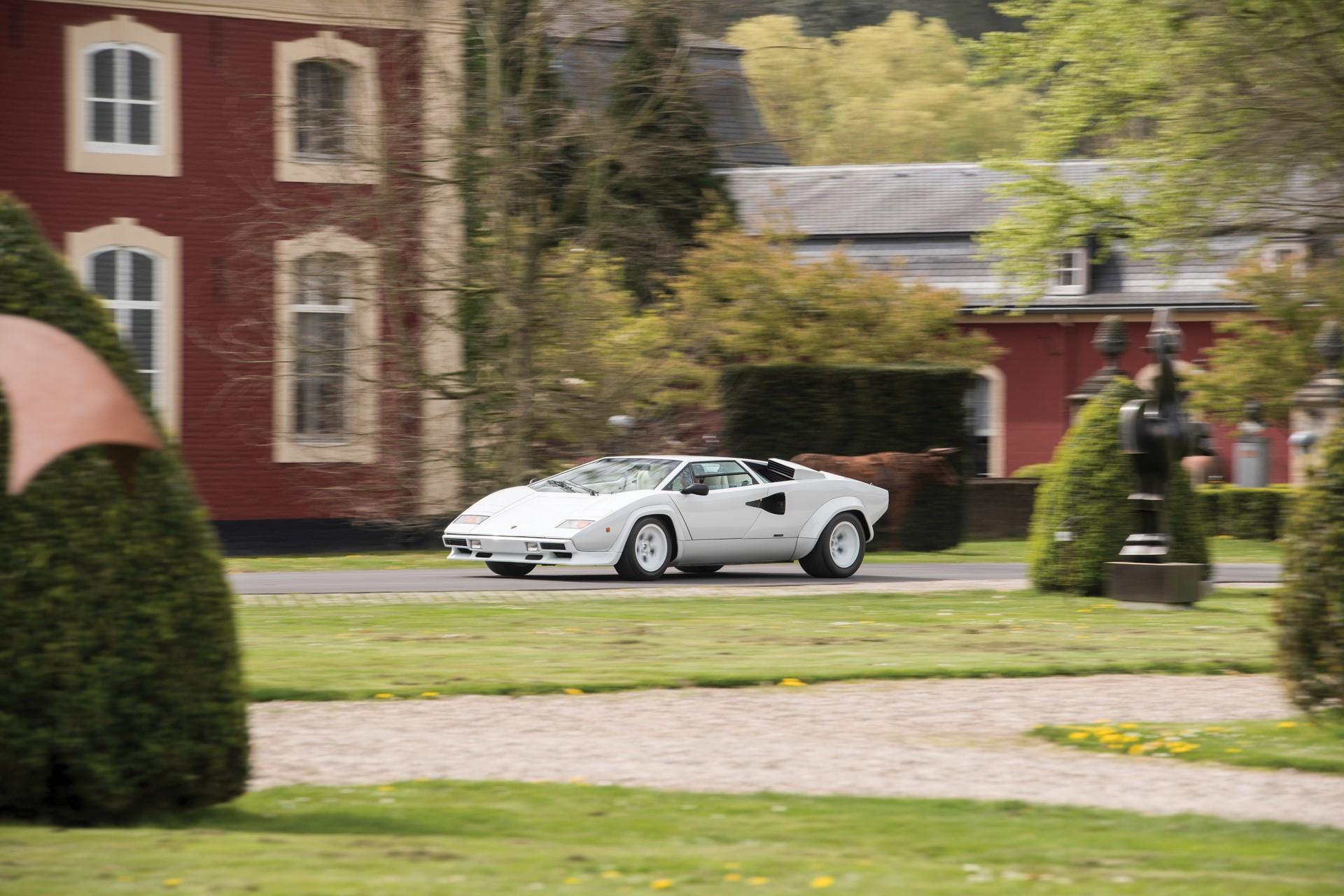 Gold Lamborghini Countach 5000 QV (26)
