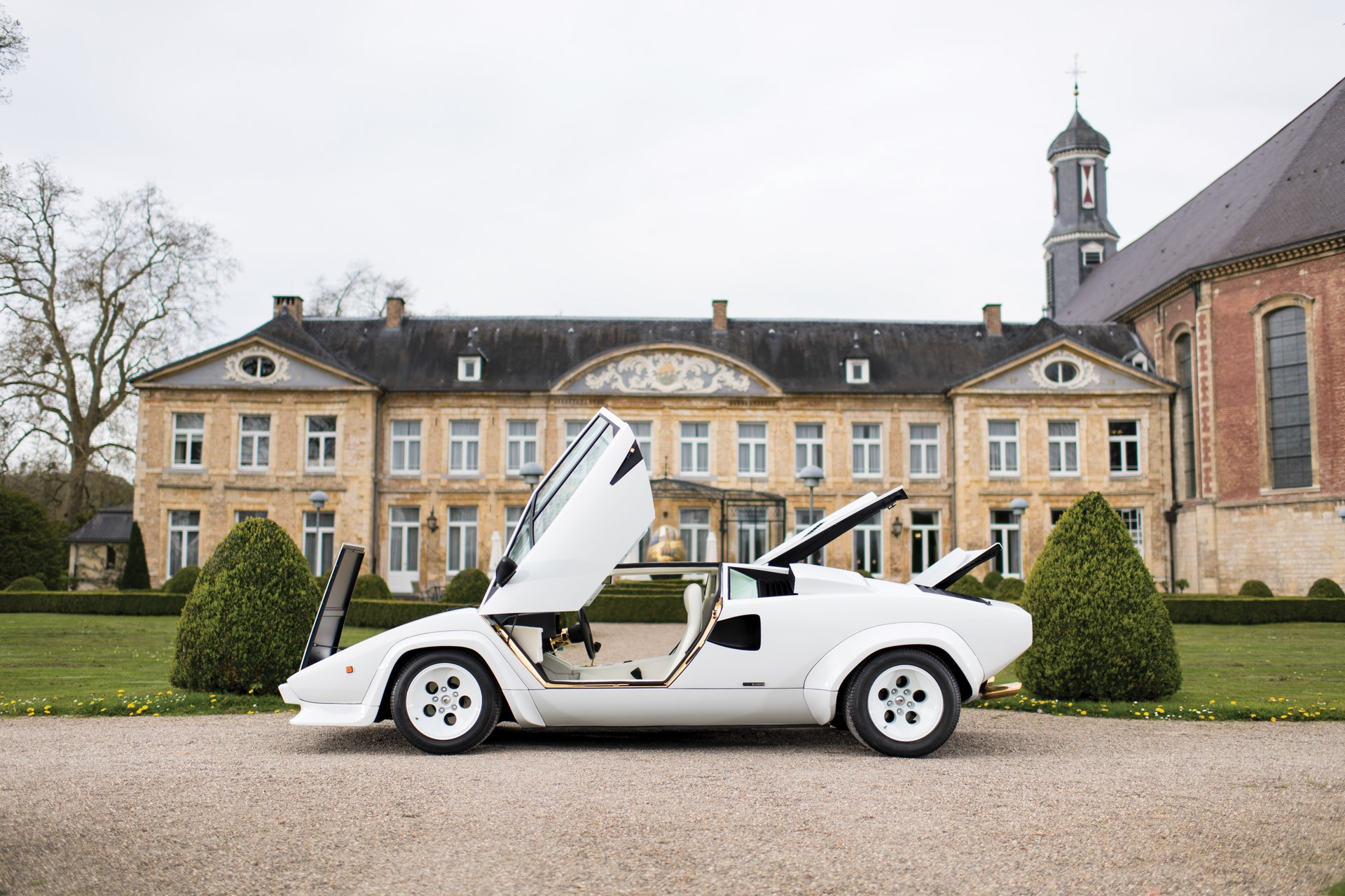 Gold Lamborghini Countach 5000 QV (33)