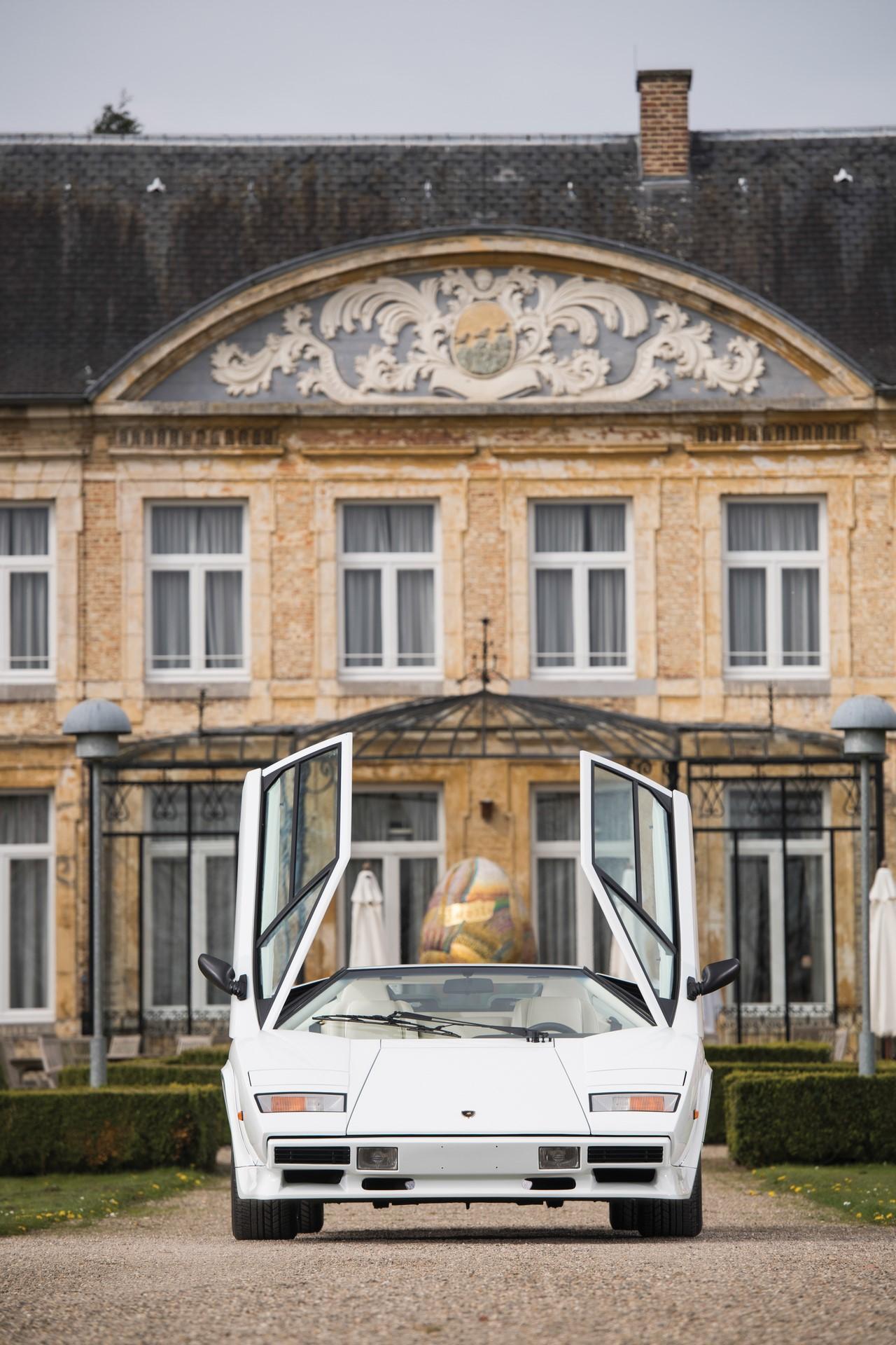 Gold Lamborghini Countach 5000 QV (34)