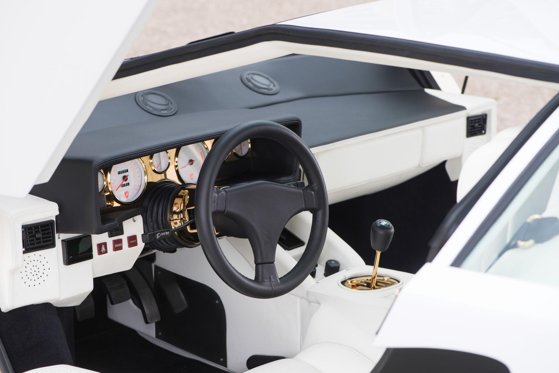Gold Lamborghini Countach 5000 QV (4)