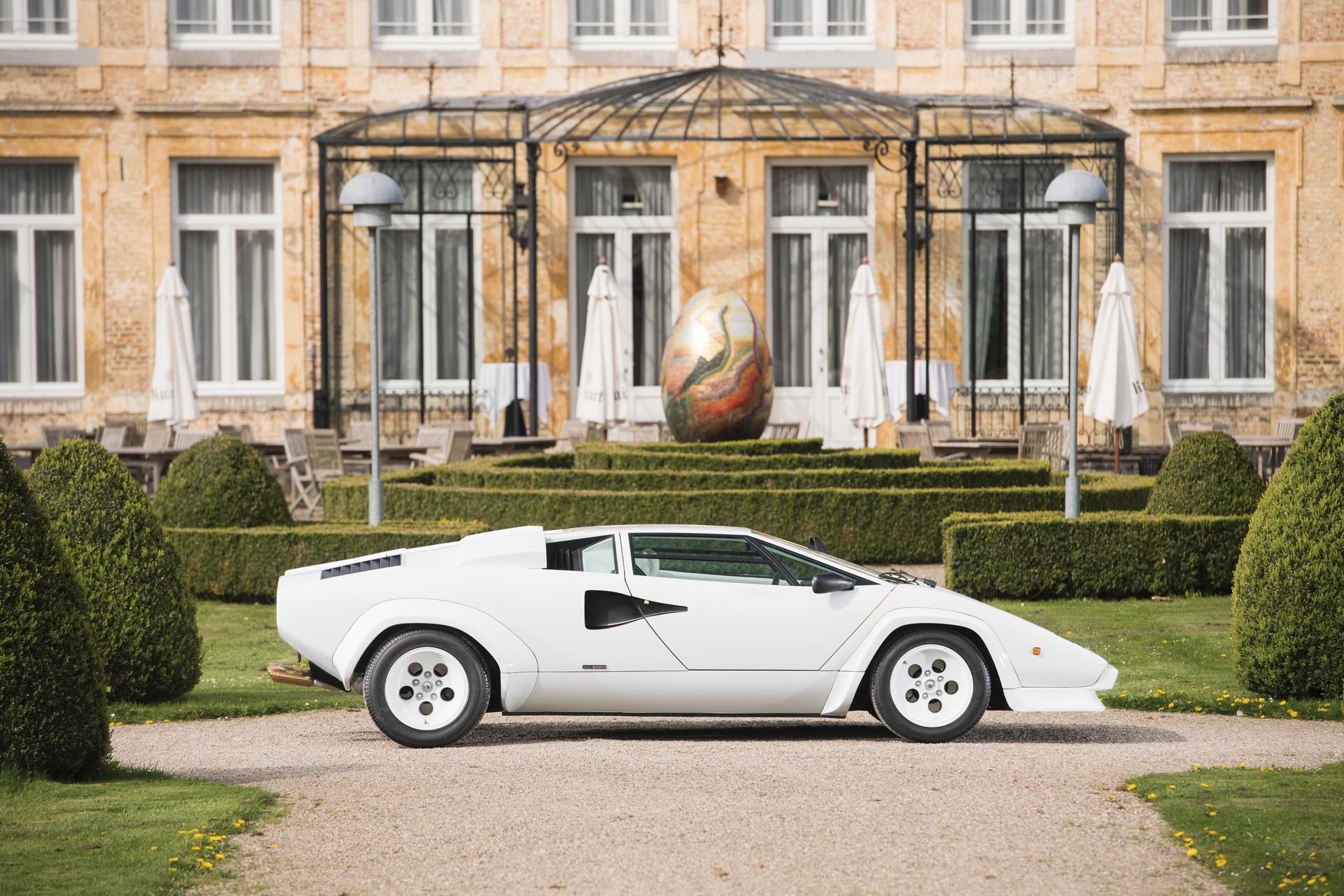 Gold Lamborghini Countach 5000 QV (5)