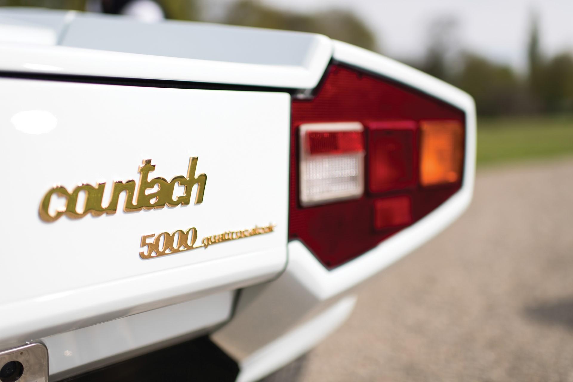 Gold Lamborghini Countach 5000 QV (7)
