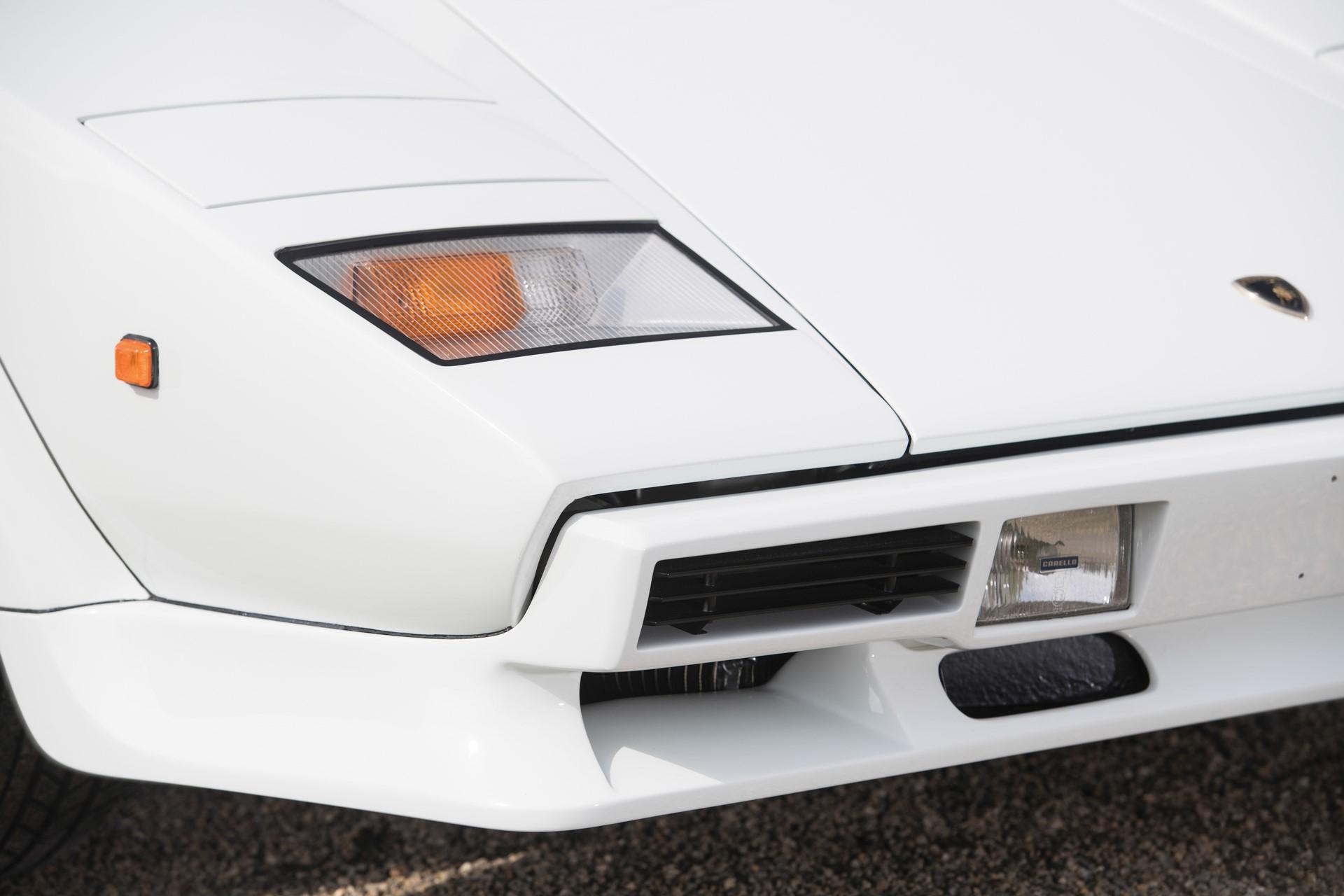 Gold Lamborghini Countach 5000 QV (9)