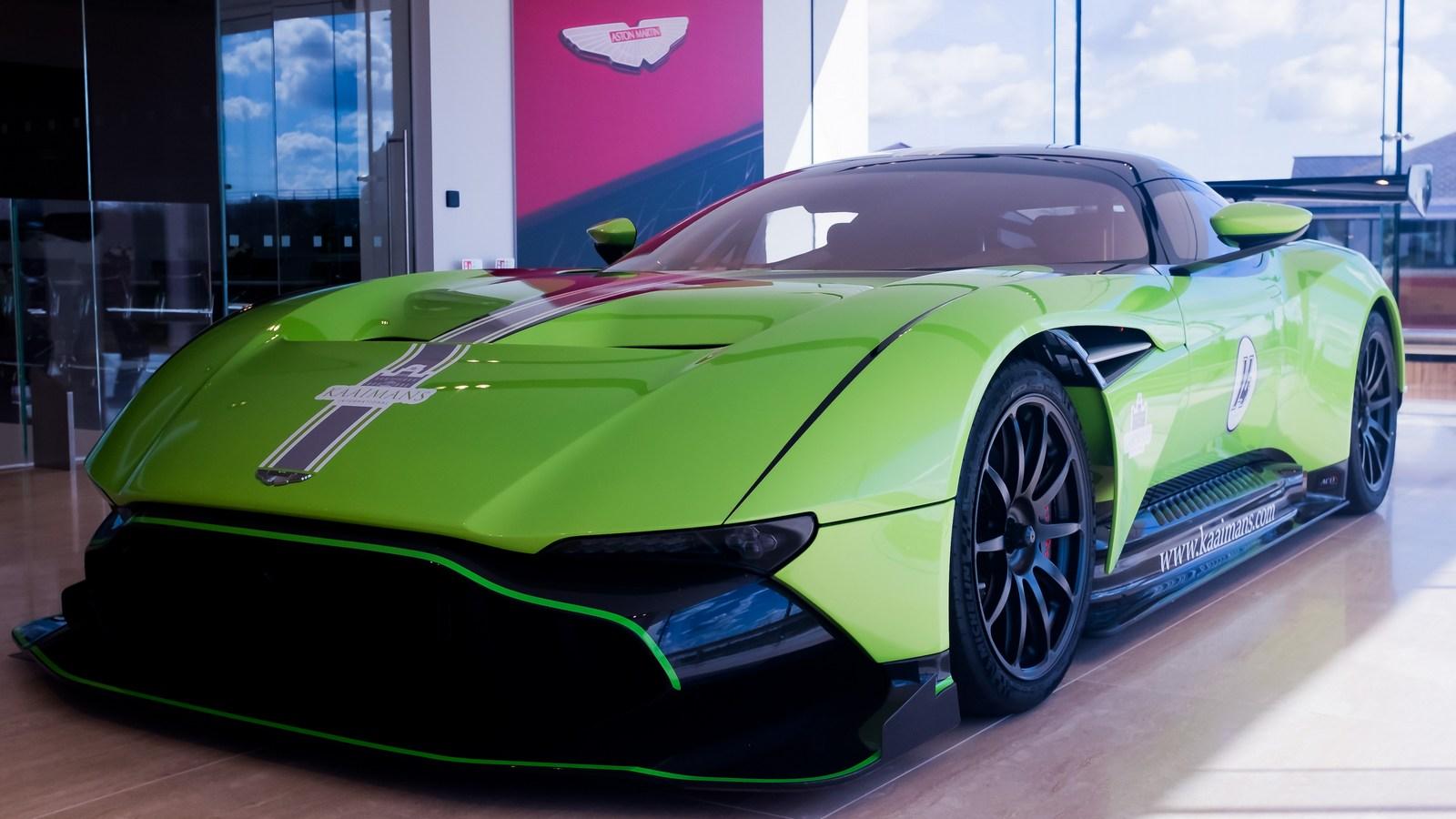 Green Aston Martin Vulcan (2)
