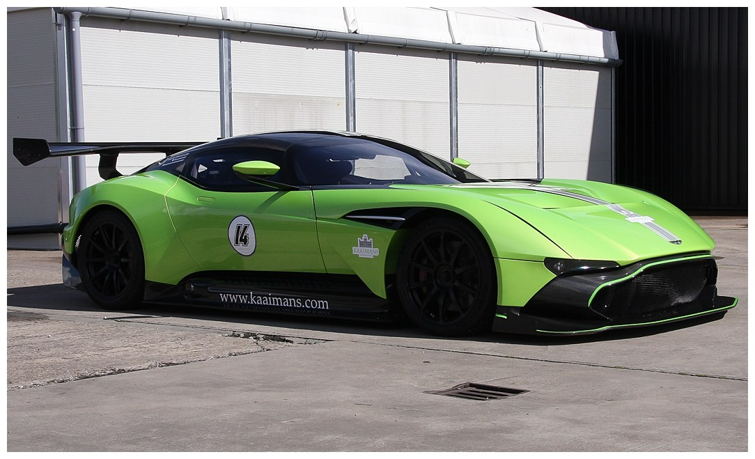 Green Aston Martin Vulcan (7)