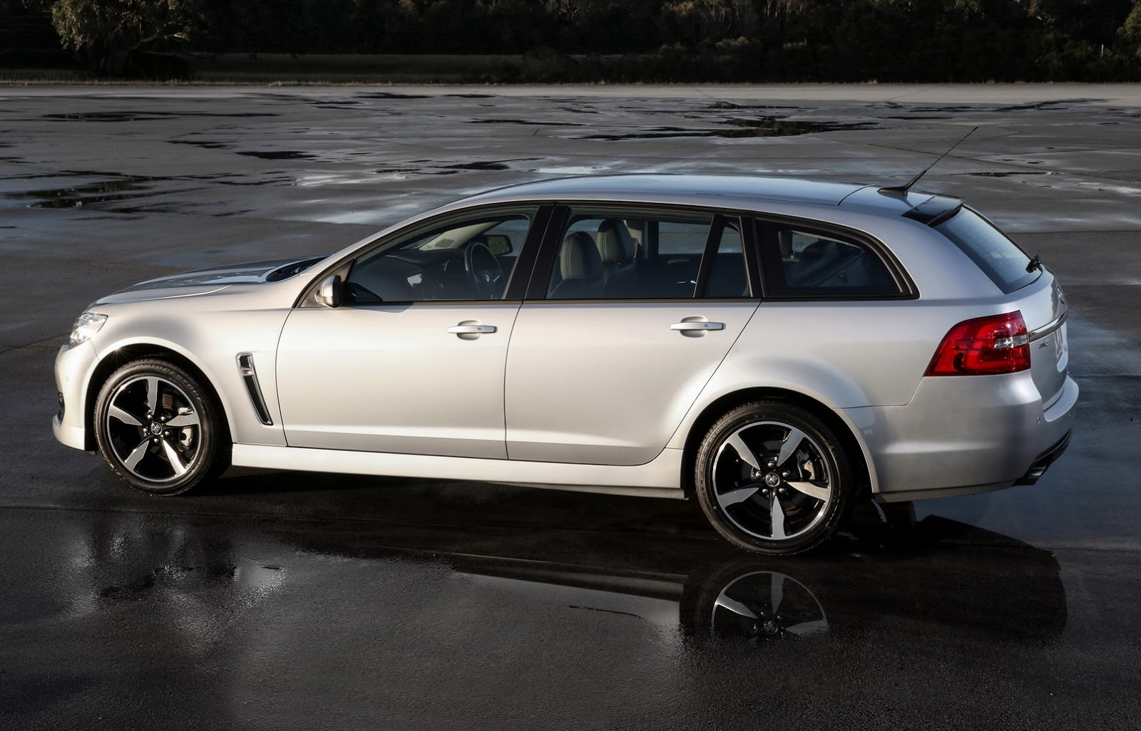 2017-Holden-Commodore-27