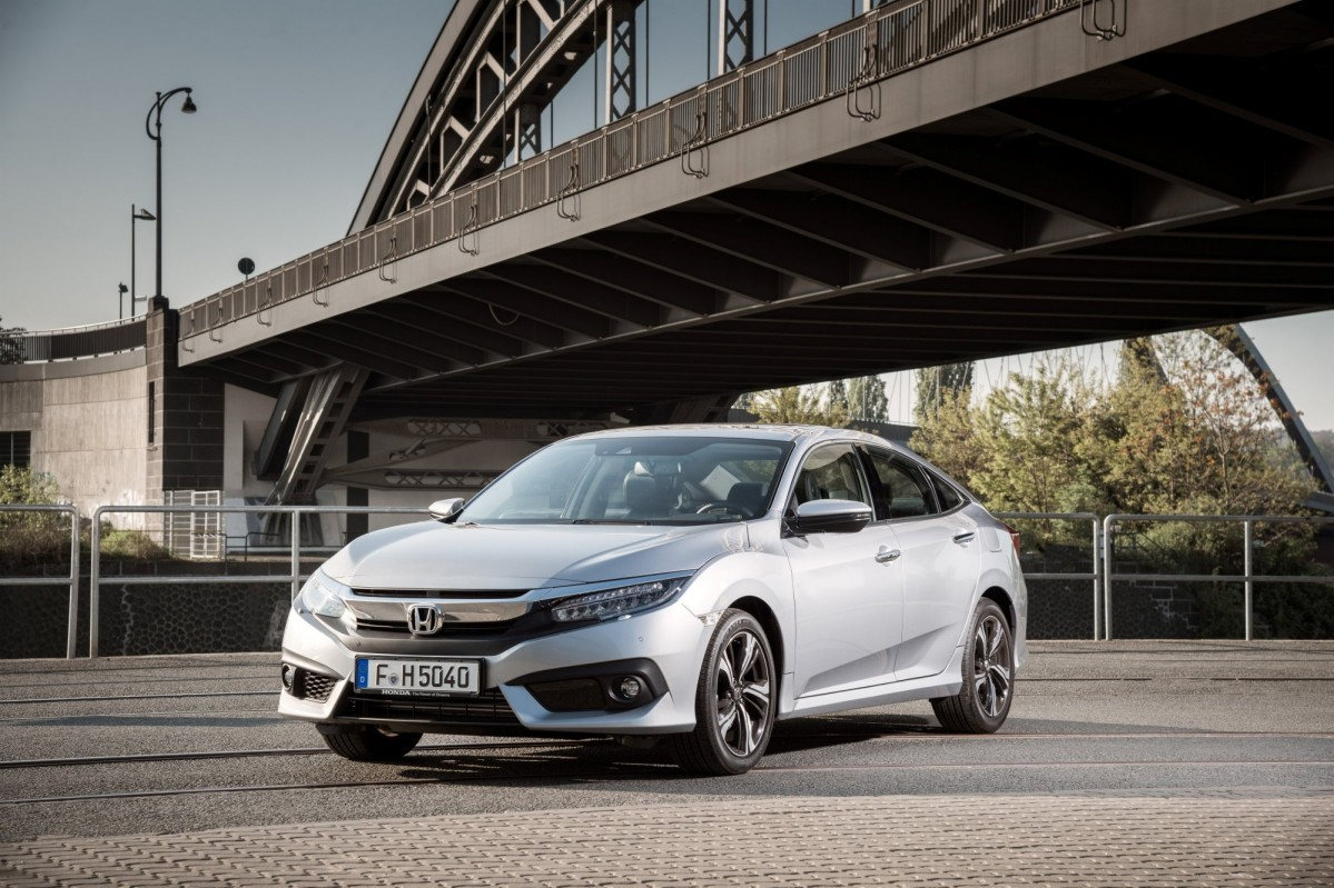 Honda Civic Sedan 2017 for Europe (10)