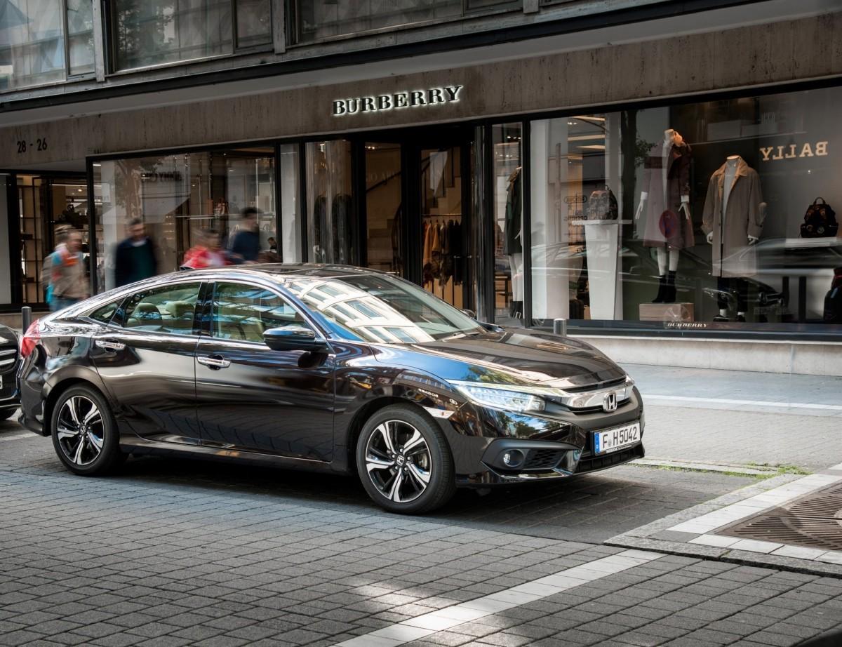 Honda Civic Sedan 2017 for Europe (3)