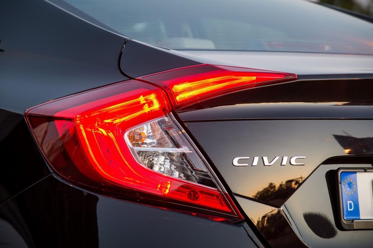 Honda Civic Sedan 2017 for Europe (6)