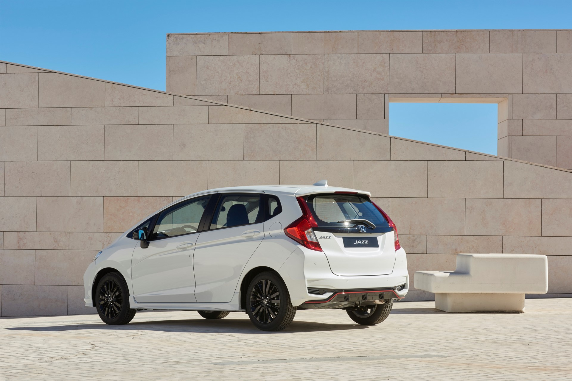 HONDA REVEALS FRESH LOOK AND NEW ENGINE OPTION FOR JAZZ SUPERMINI