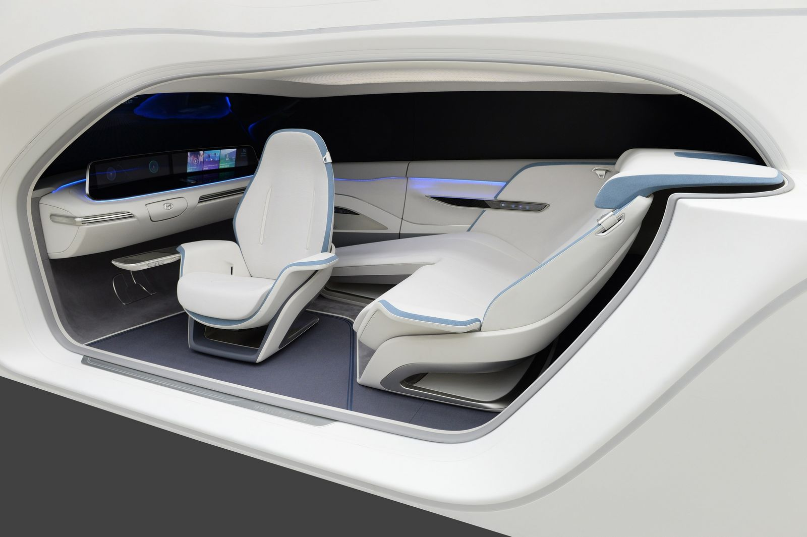 HYUNDAI MOTOR DEMONSTRATES 'MOBILITY VISION' WITH HYPER-CONNECTED CAR AND SMART HOUSE