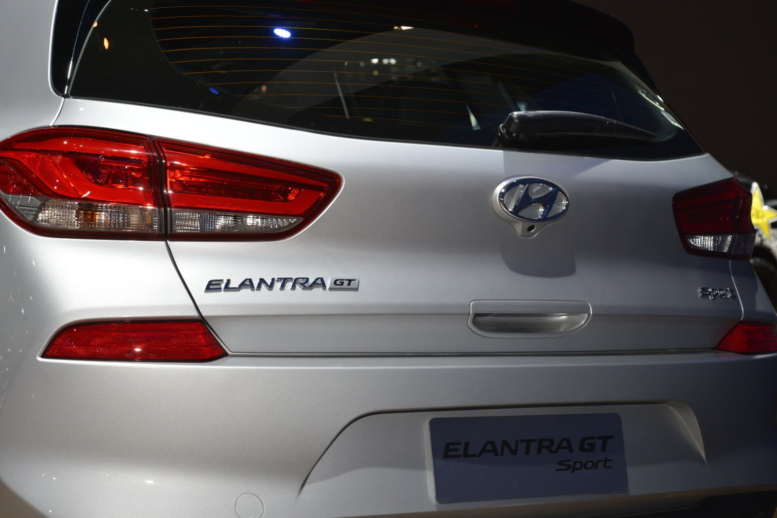 Hyundai Elantra GT 2018 (10)