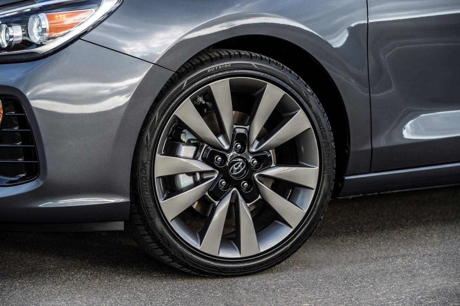 Hyundai Elantra GT 2018 (11)
