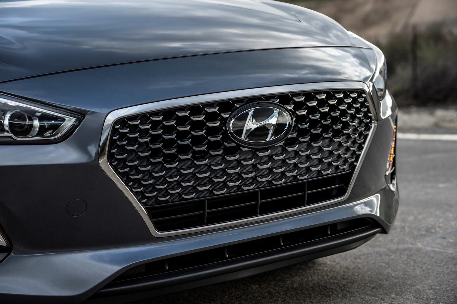 Hyundai Elantra GT 2018 (12)