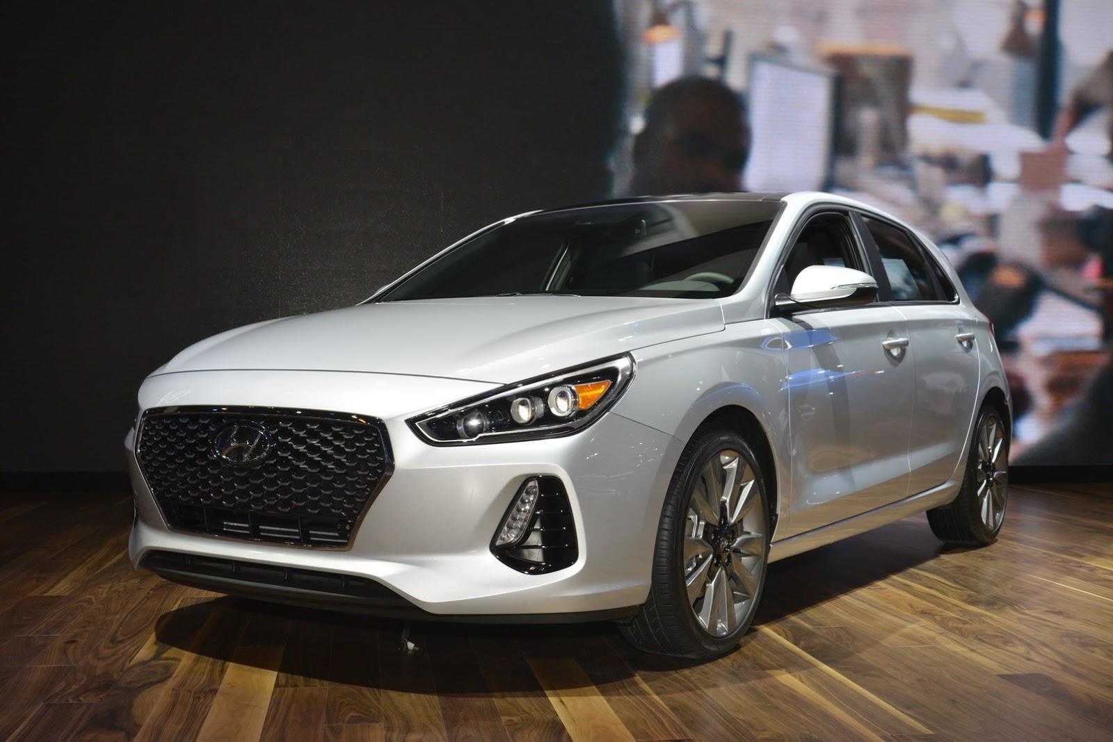 Hyundai Elantra GT 2018 (2)