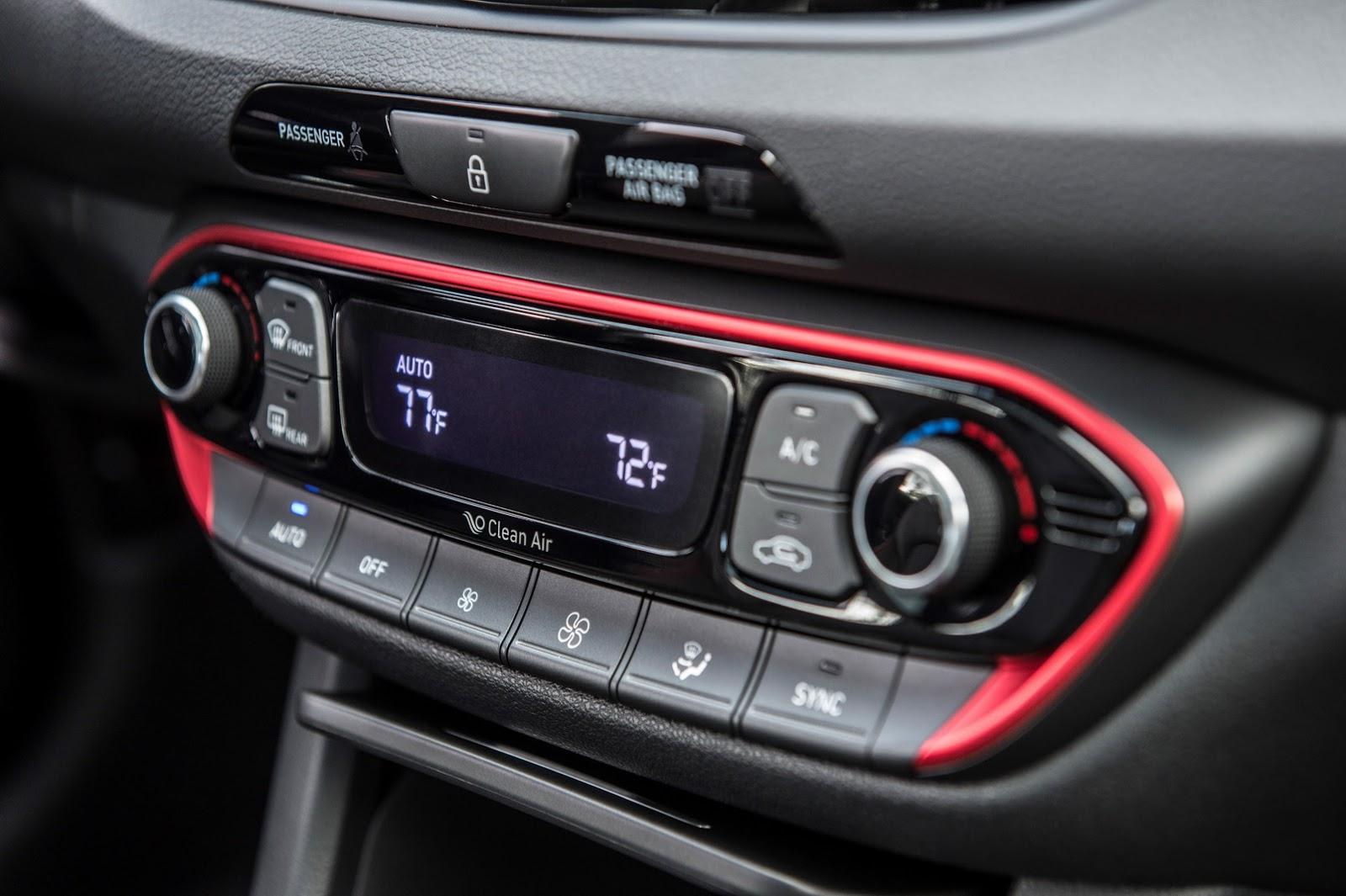Hyundai Elantra GT 2018 (53)