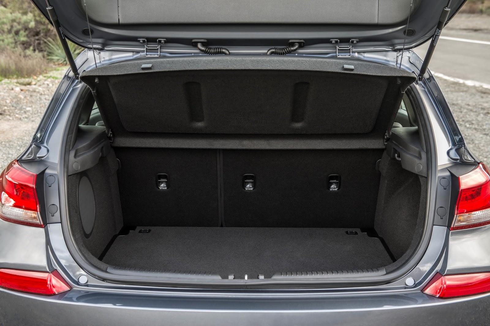 Hyundai Elantra GT 2018 (59)