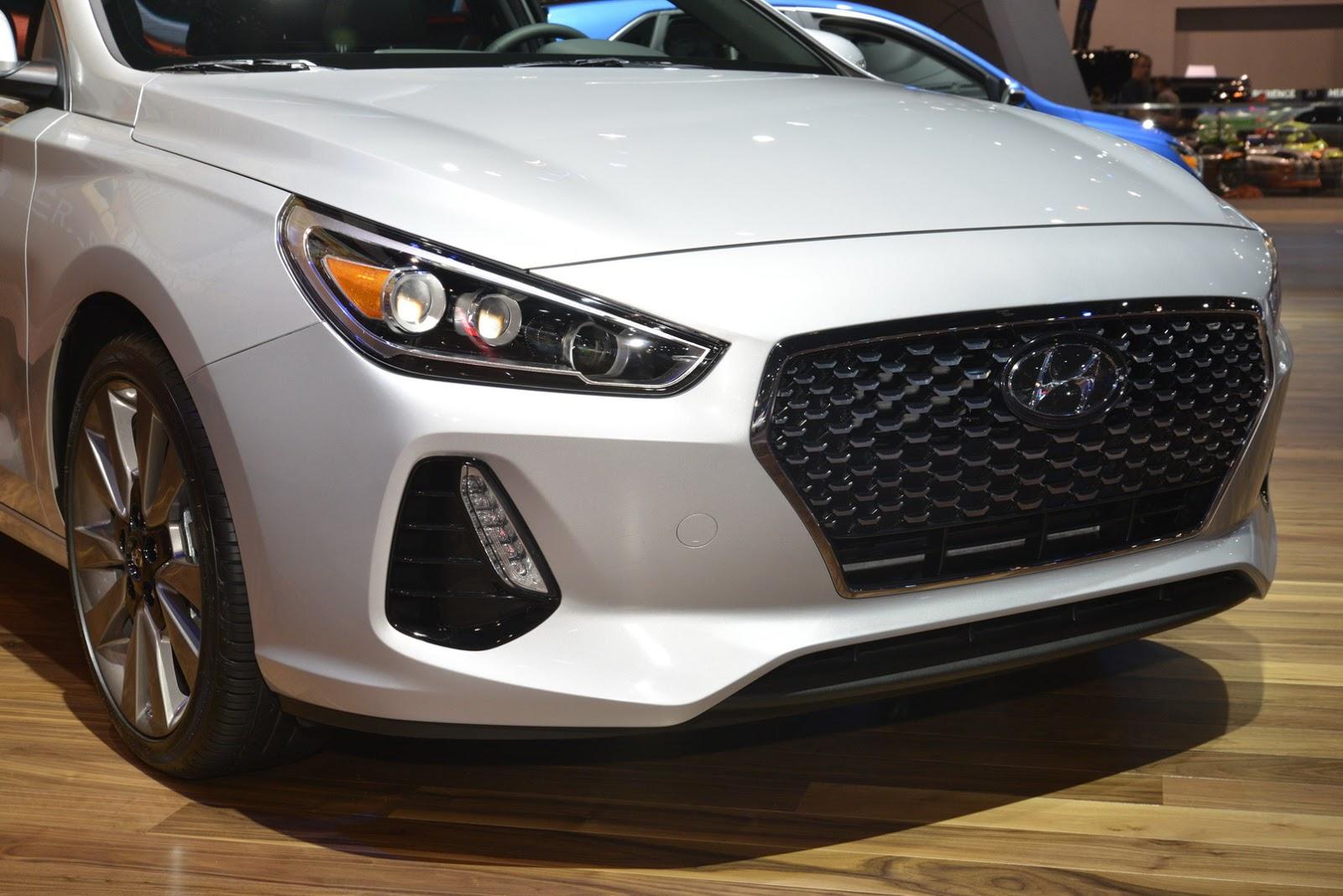 Hyundai Elantra GT 2018 (6)