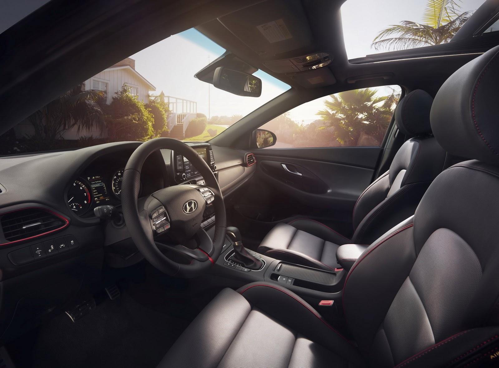 Hyundai Elantra GT 2018 (79)