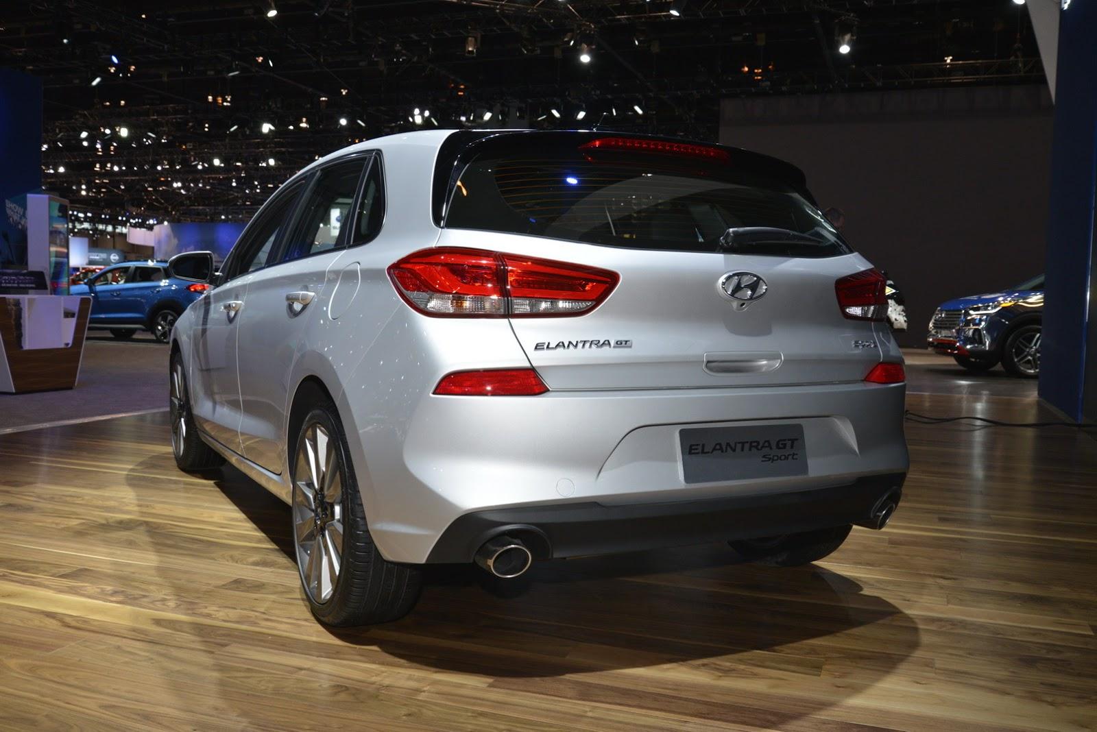 Hyundai Elantra GT 2018 (9)