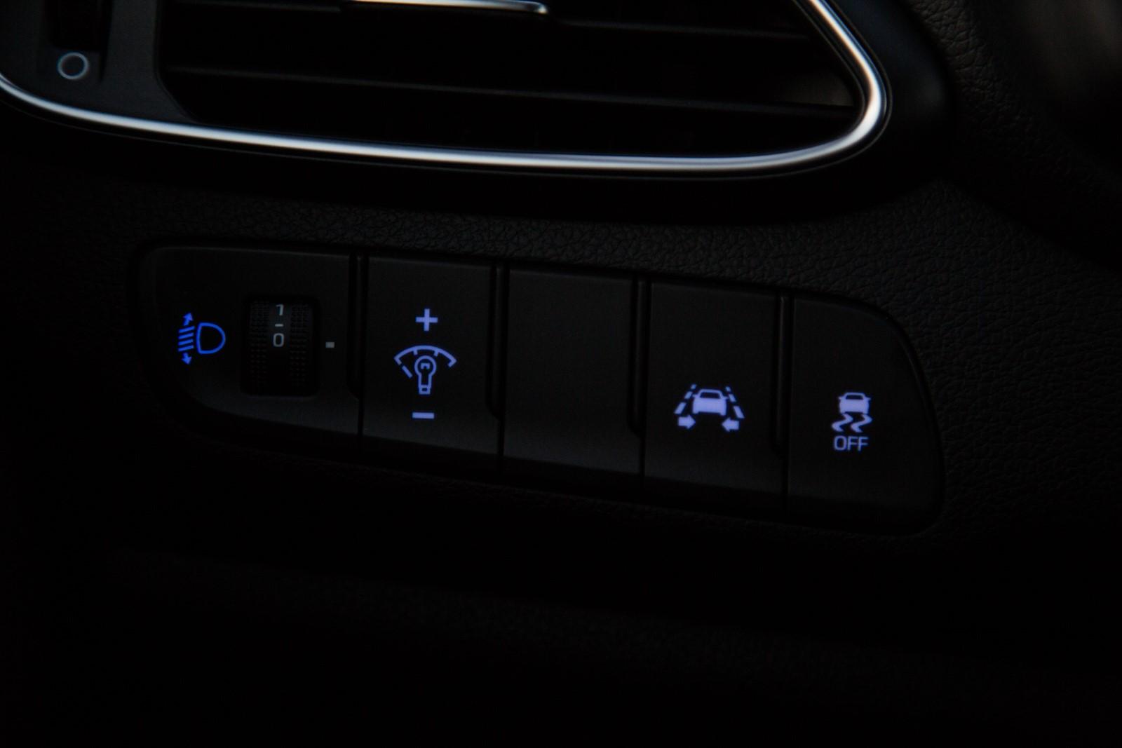 Test_Drive_Hyundai_i30_1.6_CRDi_Auto_43