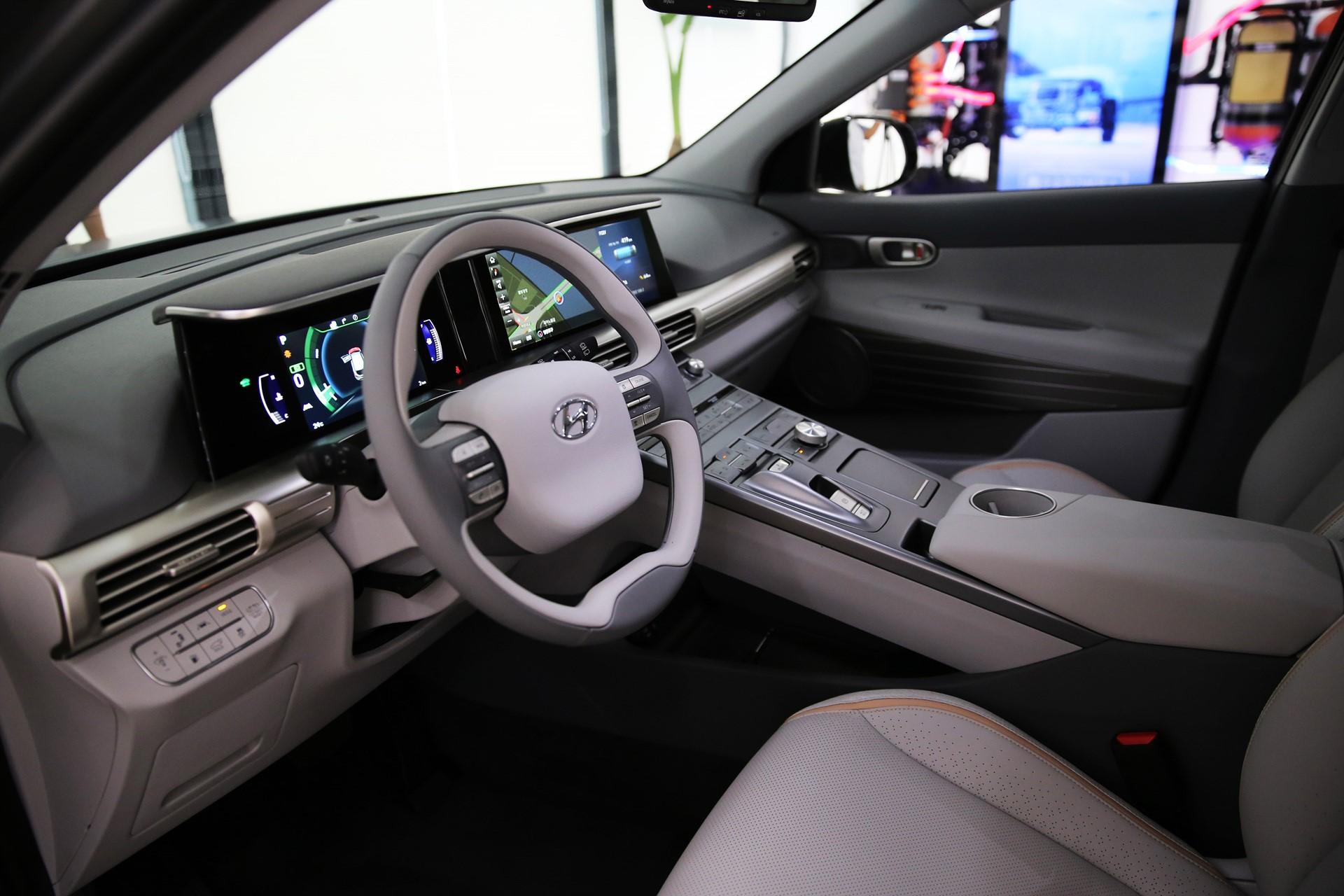 170817 Hyundai Motor's Next-Gen Fuel Cell SUV_3