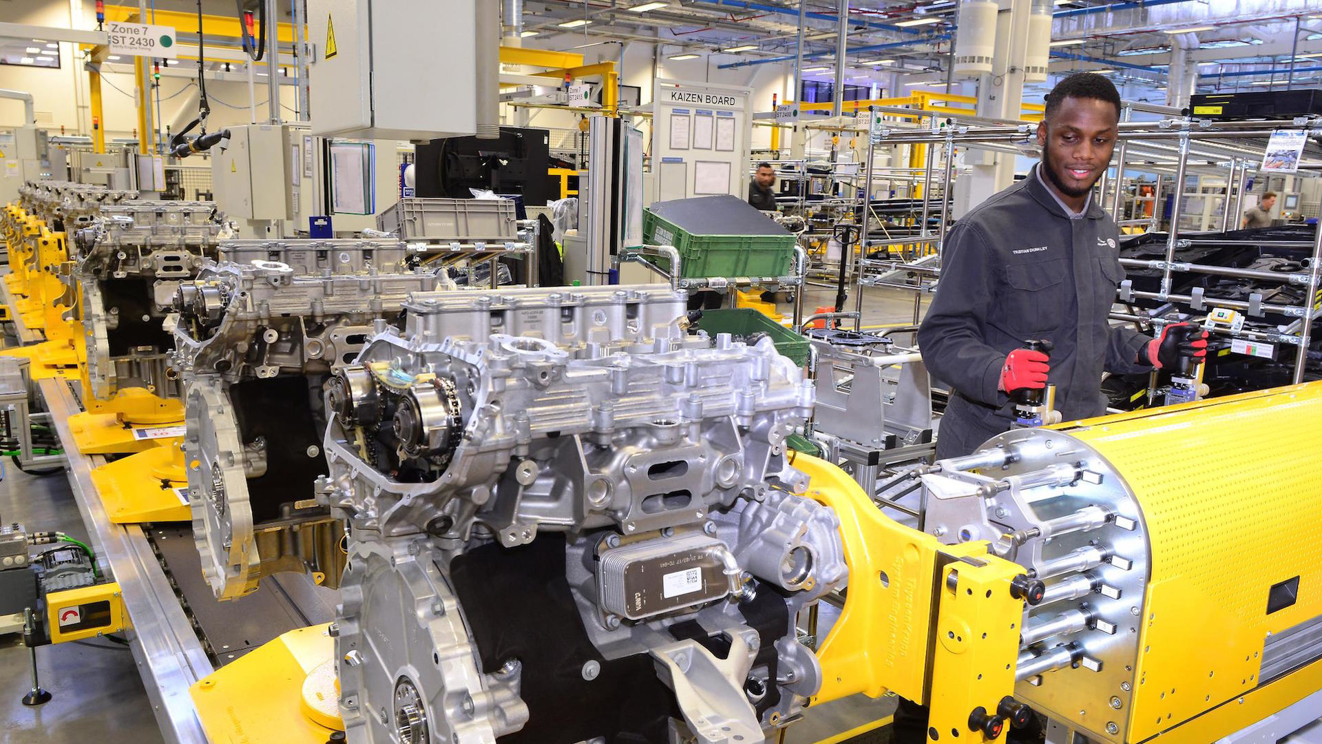 Jaguar_Engine_Manufacturing_Center_04