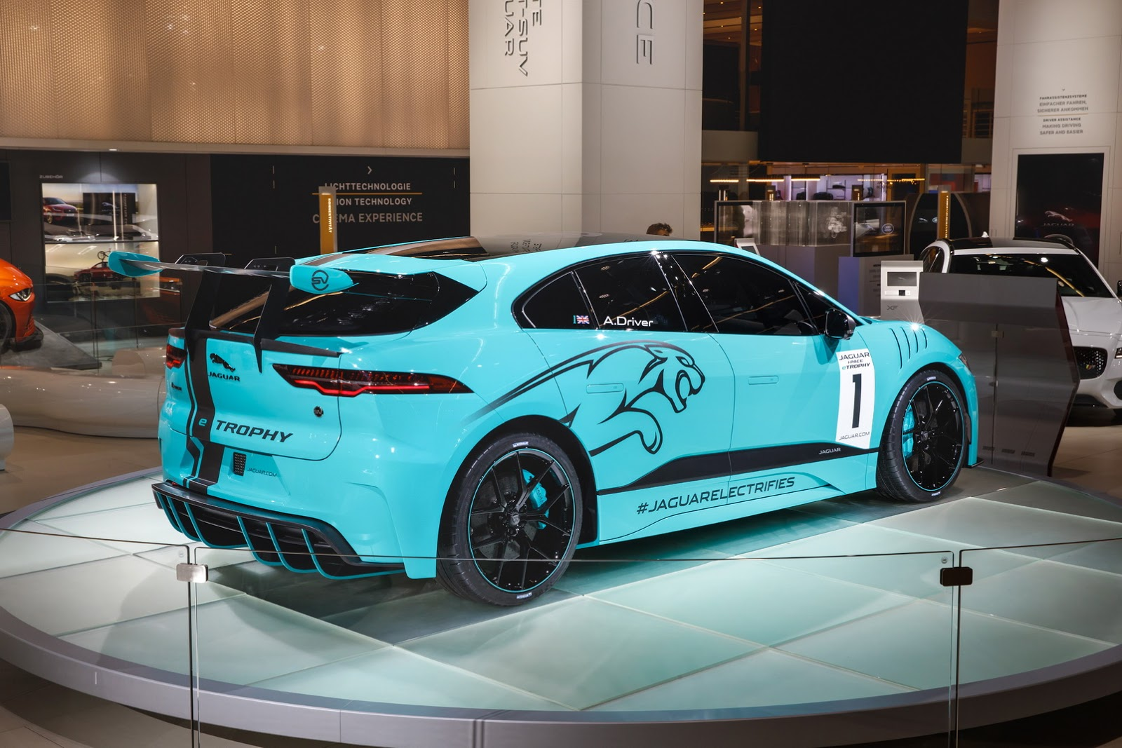 jaguar-ipace-race-car-iaa-10