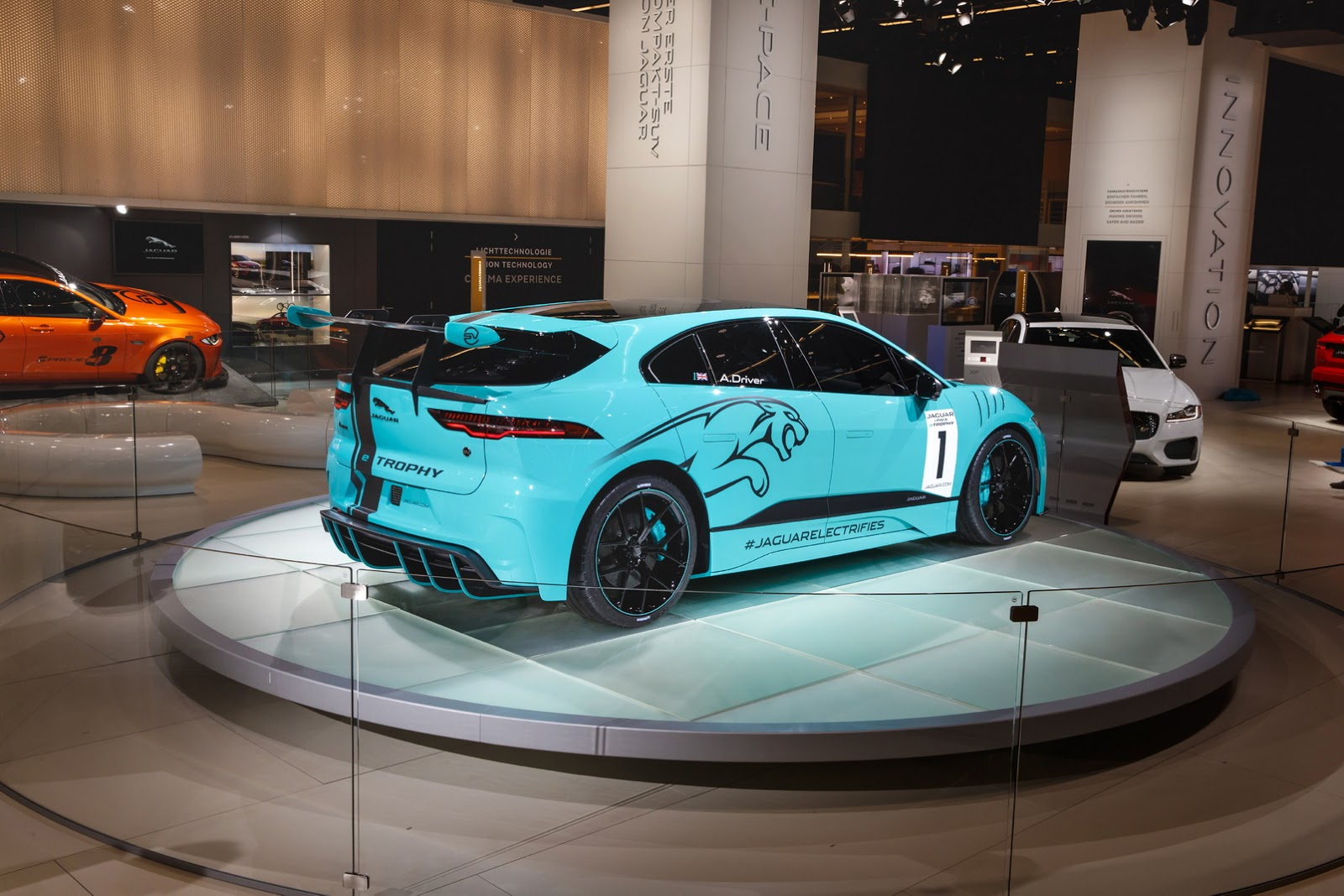 jaguar-ipace-race-car-iaa-11