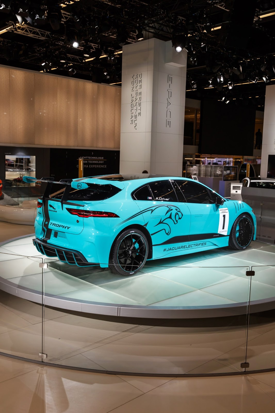 jaguar-ipace-race-car-iaa-12