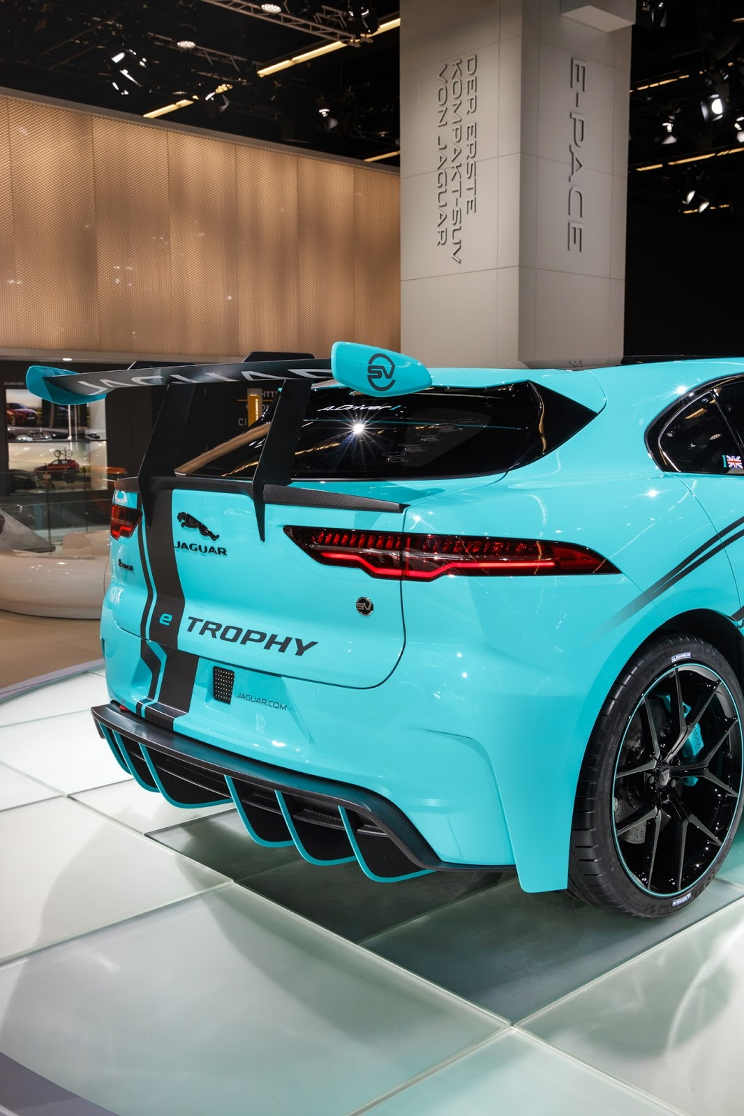 jaguar-ipace-race-car-iaa-18