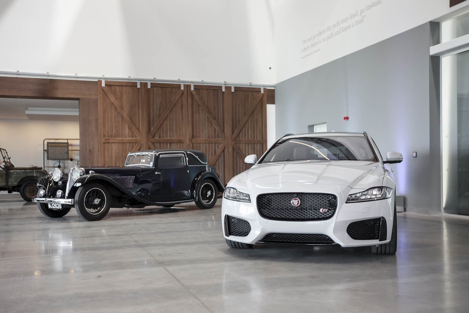 Jaguar_Land_Rover_Classic_Car_Center_03