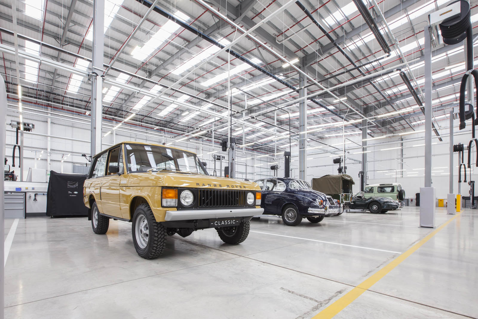 Jaguar_Land_Rover_Classic_Car_Center_05